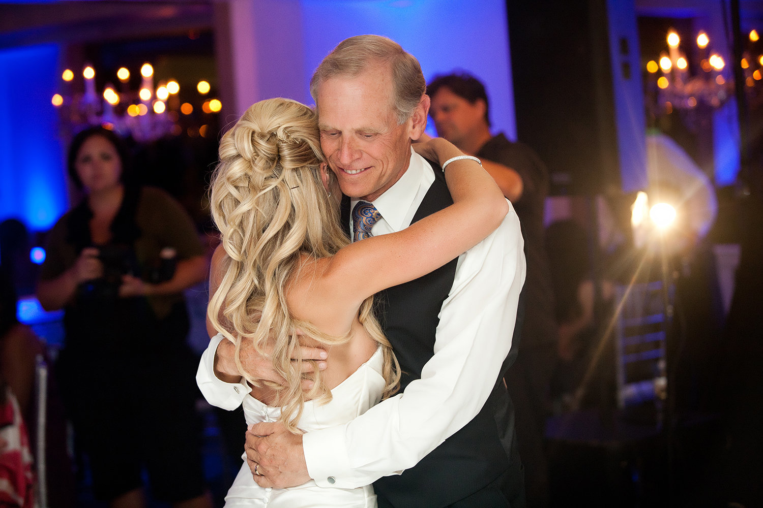 Sweet father daughter dance