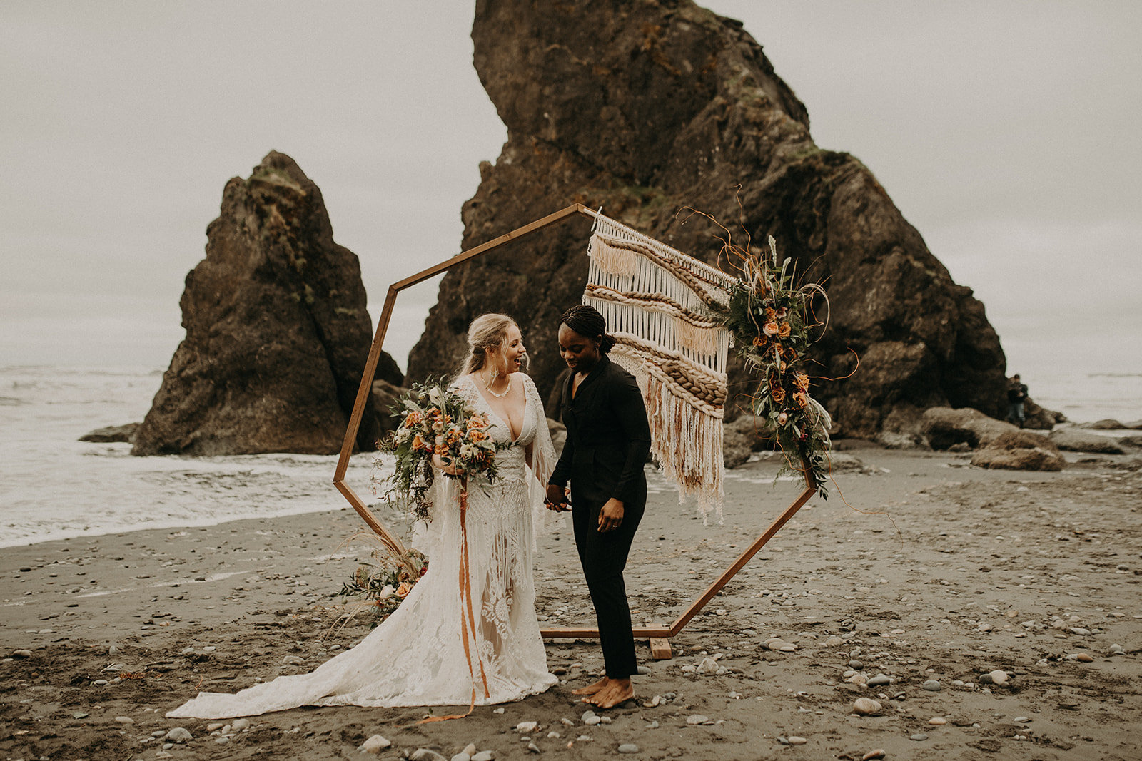 Ruby_Beach_Styled_Elopement_-_Run_Away_with_Me_Elopement_Collective_-_Kamra_Fuller_Photography_-_Ceremony-78