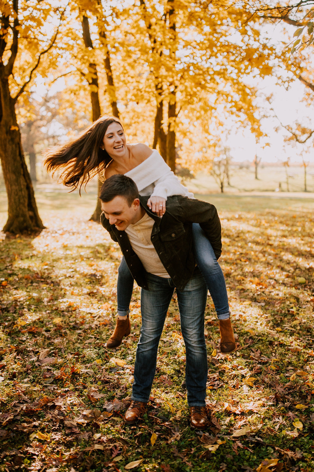 Glowing-fall-engagement-session-stoney-run-county-park-38