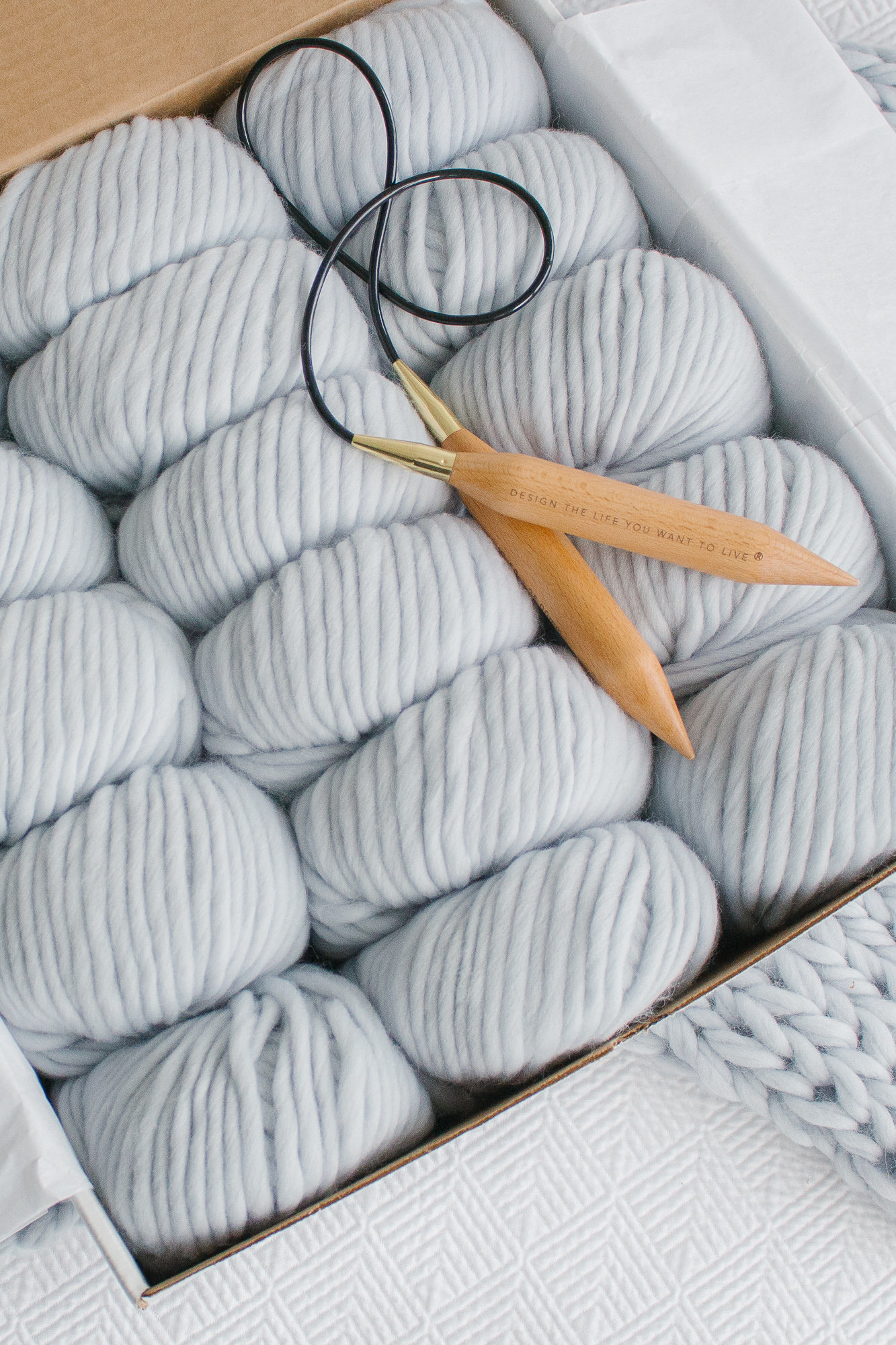 Everything you need to make the most insanely beautiful chunky knit blanket in the history of ever. Great for a beginner knitting project! Create your own chunky wool blanket in a weekend!