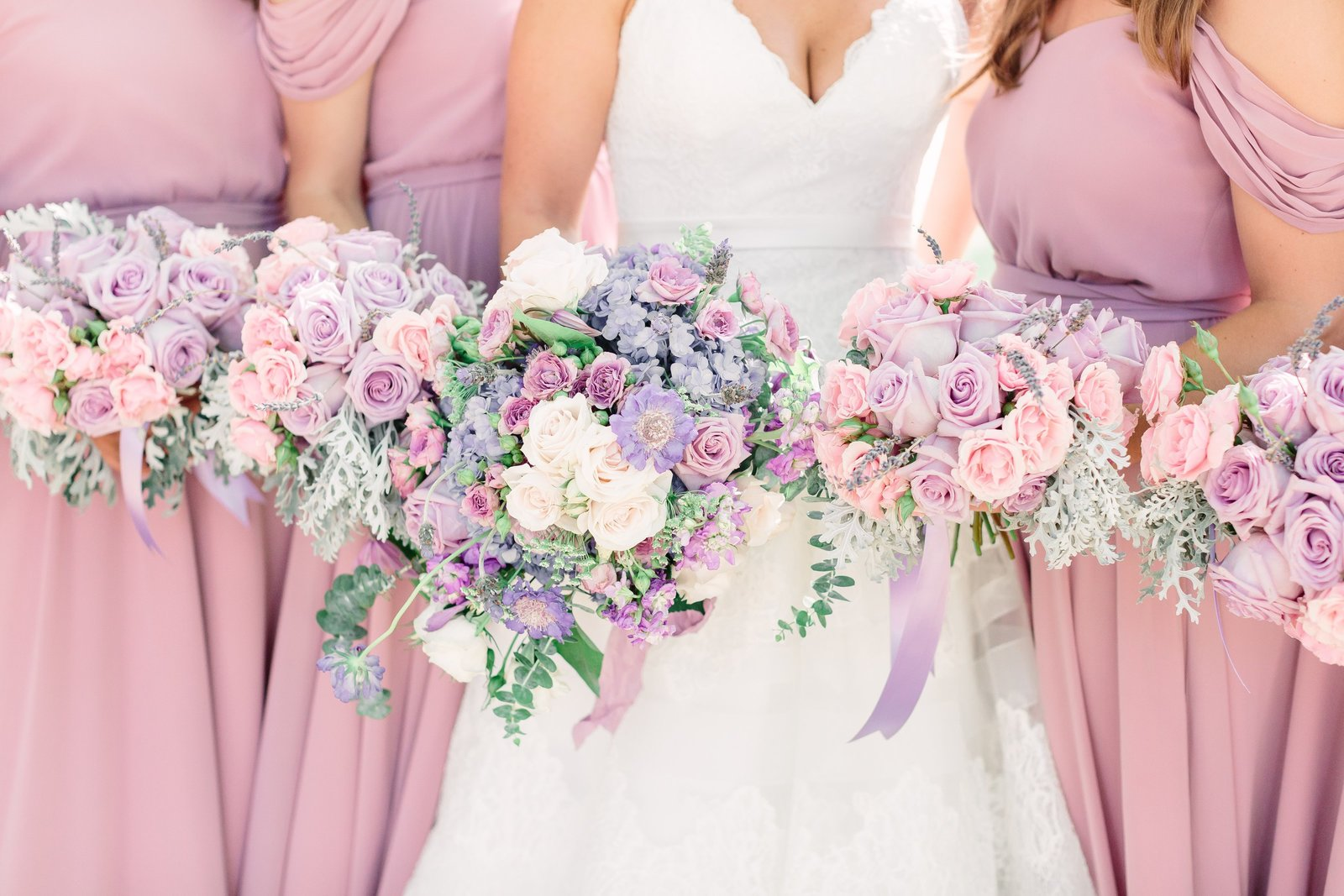 neufield bride and maids with bouquets