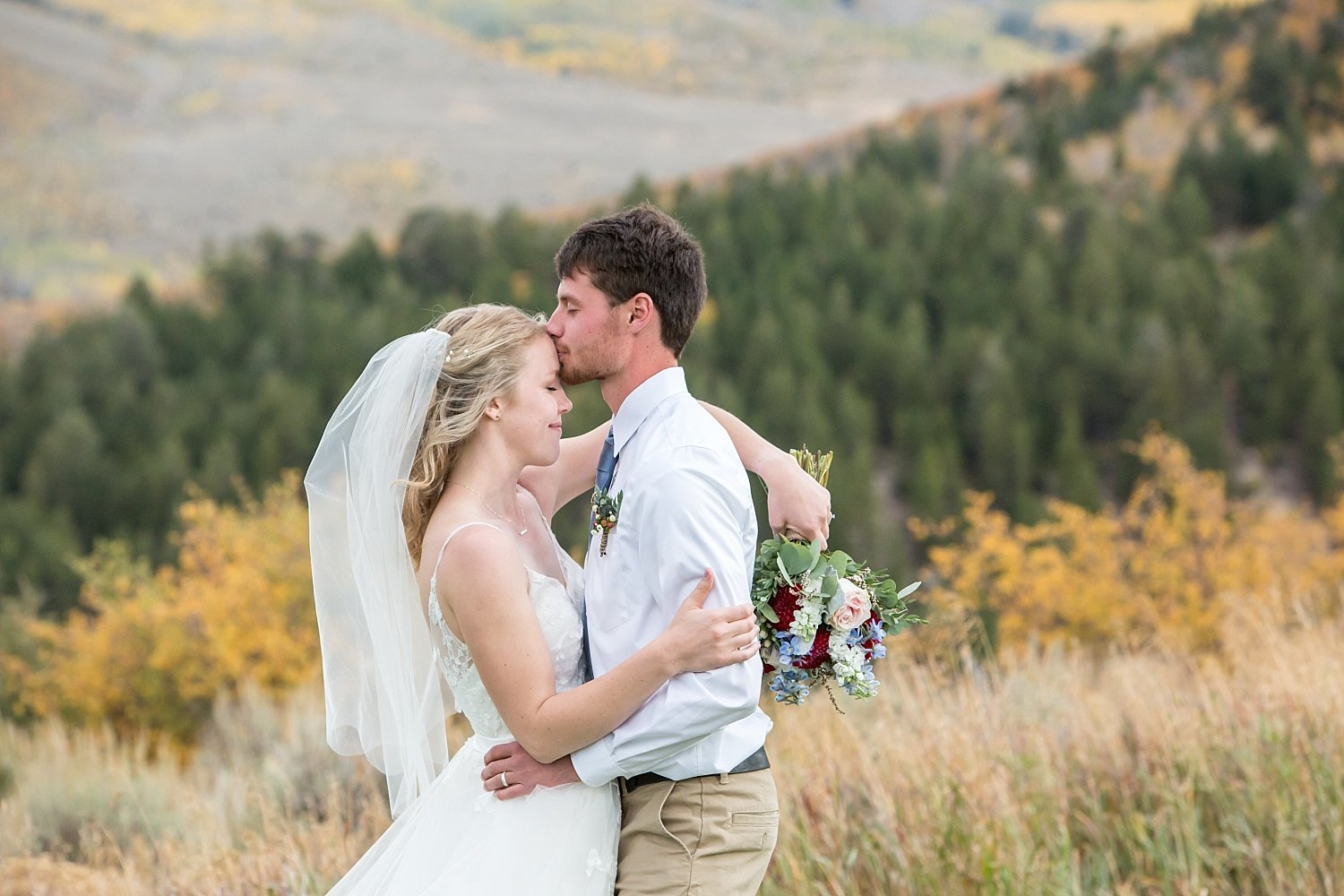 Fall colors wedding in Vail, CO