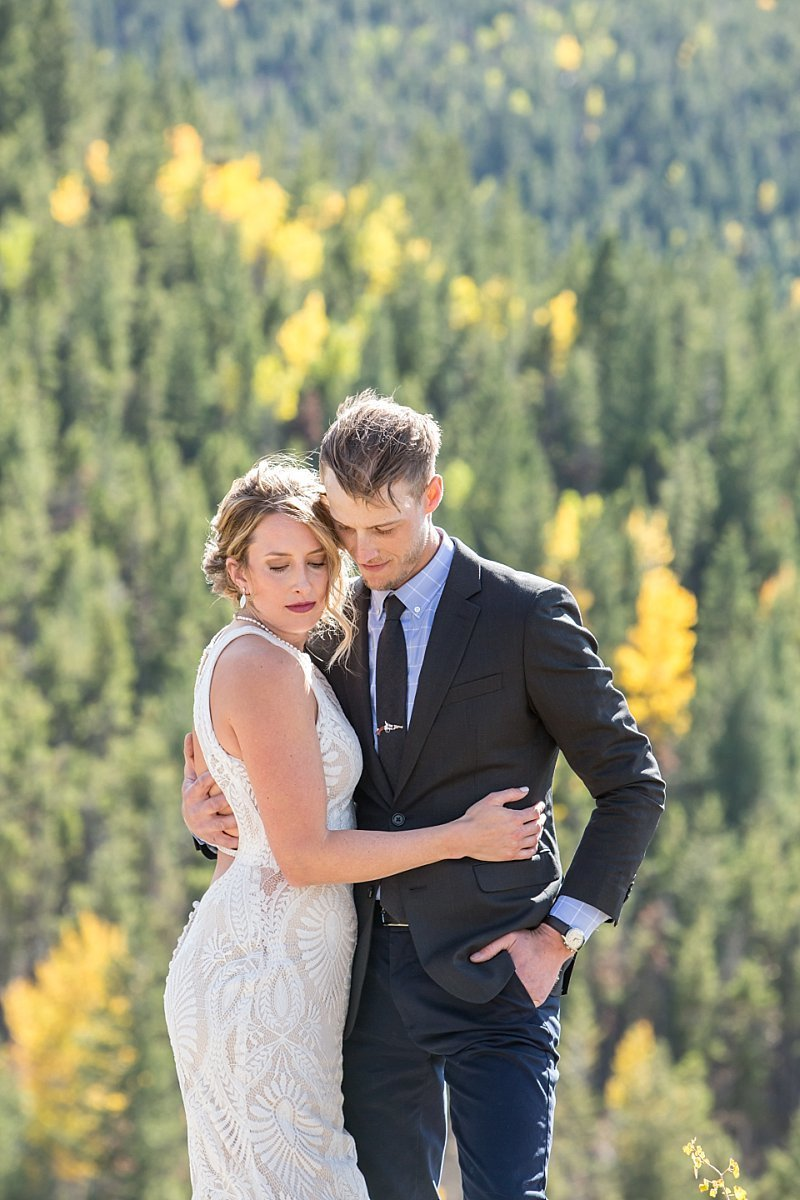 Colorado wedding photographer capturing couple portraits like this one in the mountains