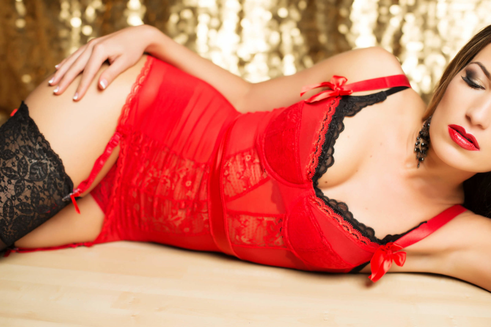 red lacey lingerie, red lips boudoir photos