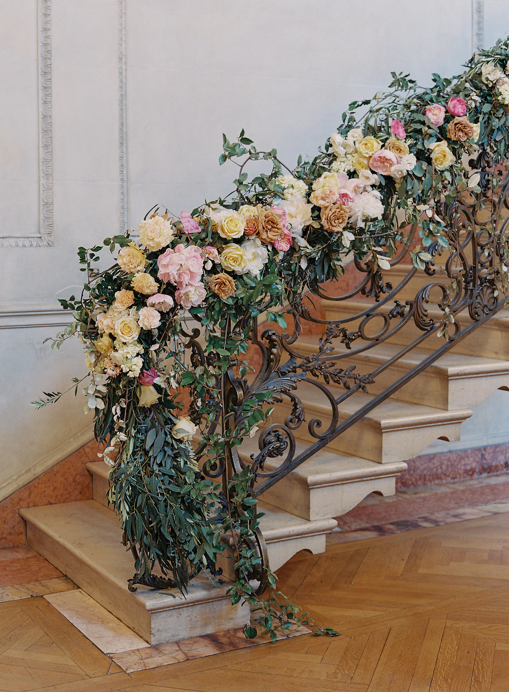 holly chapple floral banister, anderson house wedding, pamela barefoot dc wedding planner