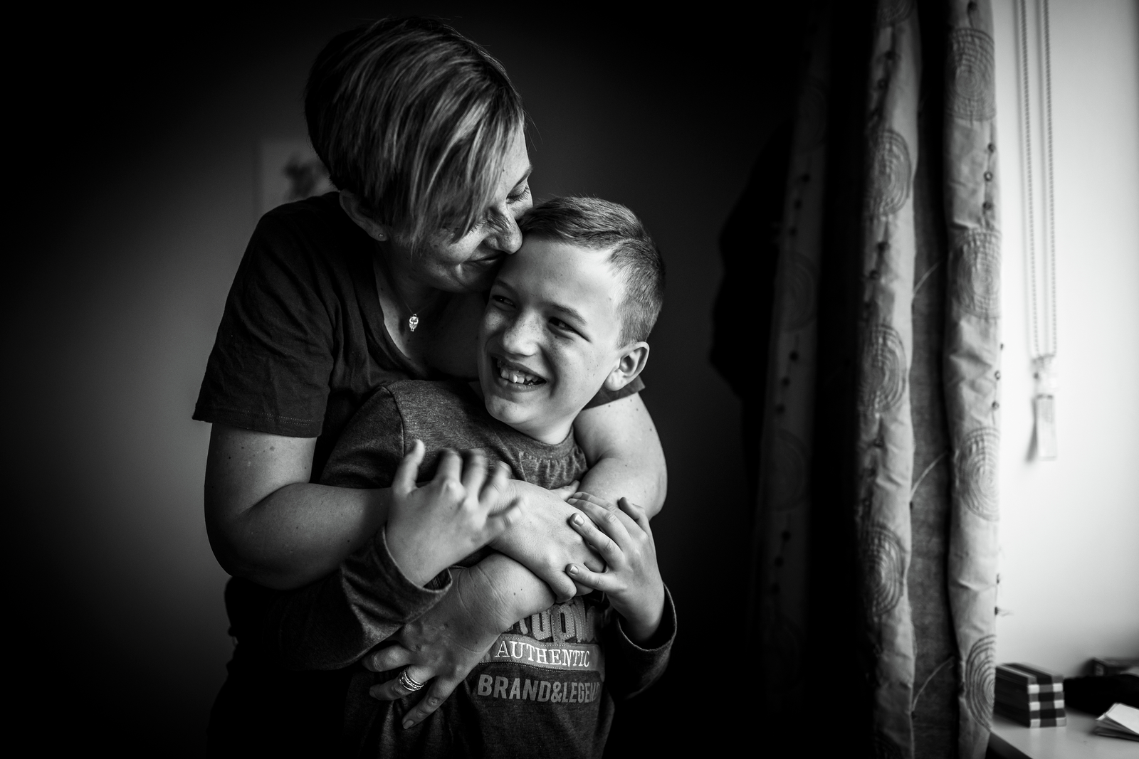 family photographer, columbus, ga, atlanta, wander years, son and mom laughing, hugging, kisses, ker-fox photography_4046
