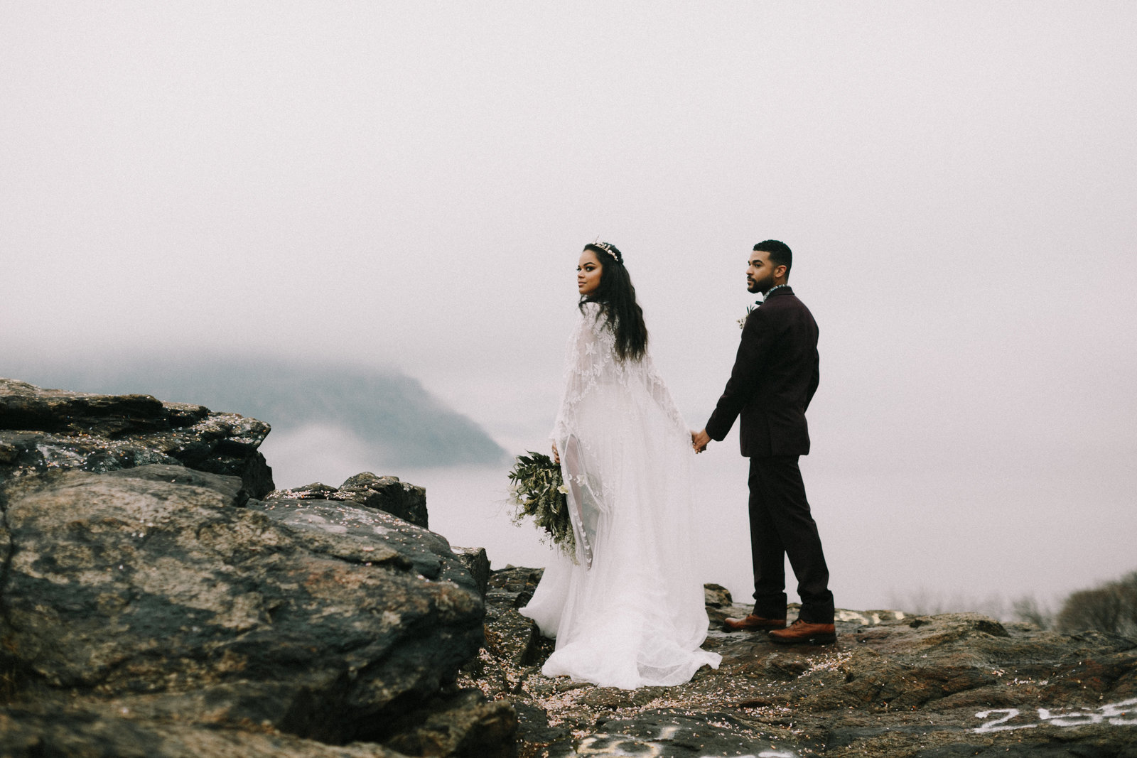 winter-wedding-elopement-mountains-adventurous