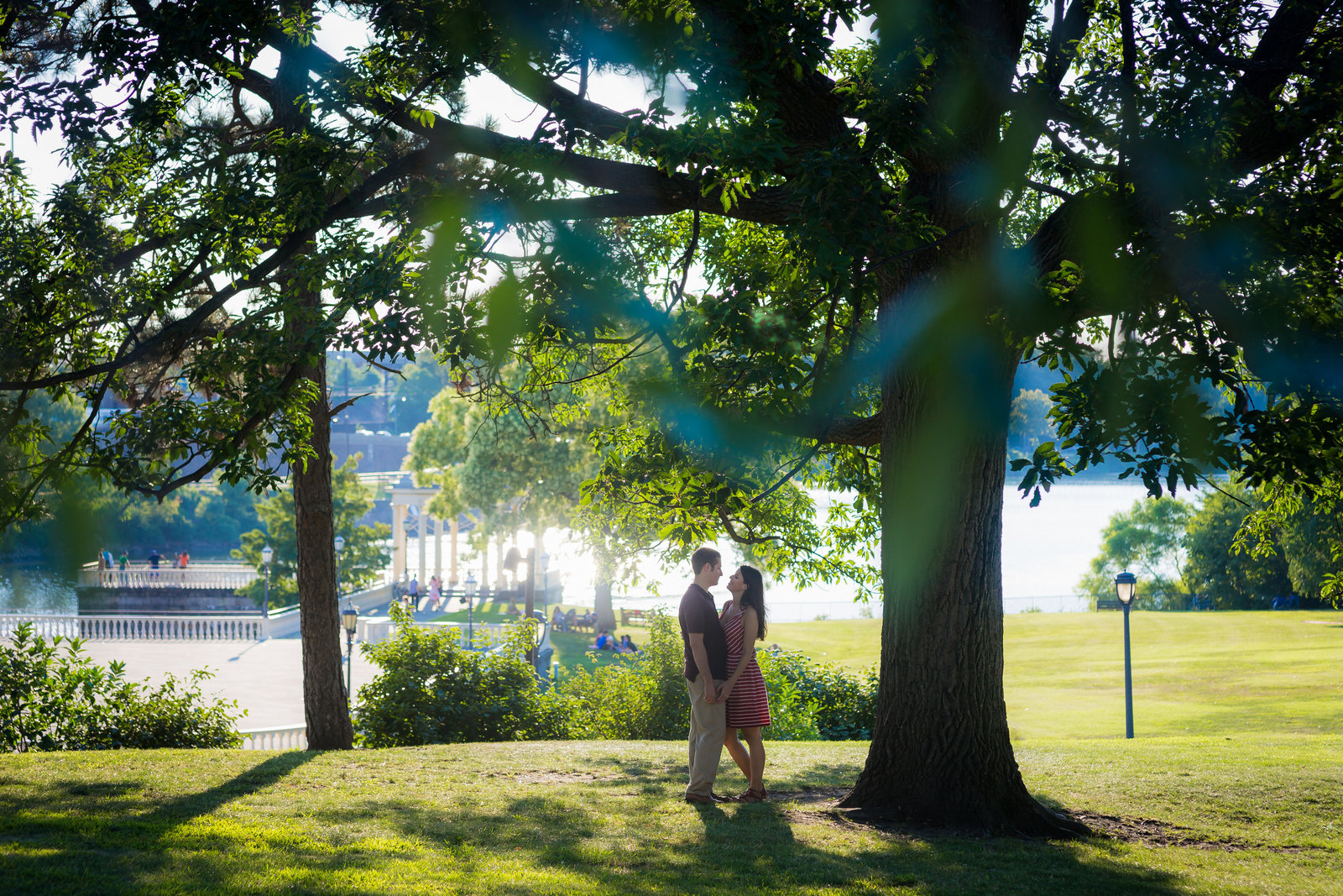 philadelphia-engagement-photographer-art-museum-waterworks