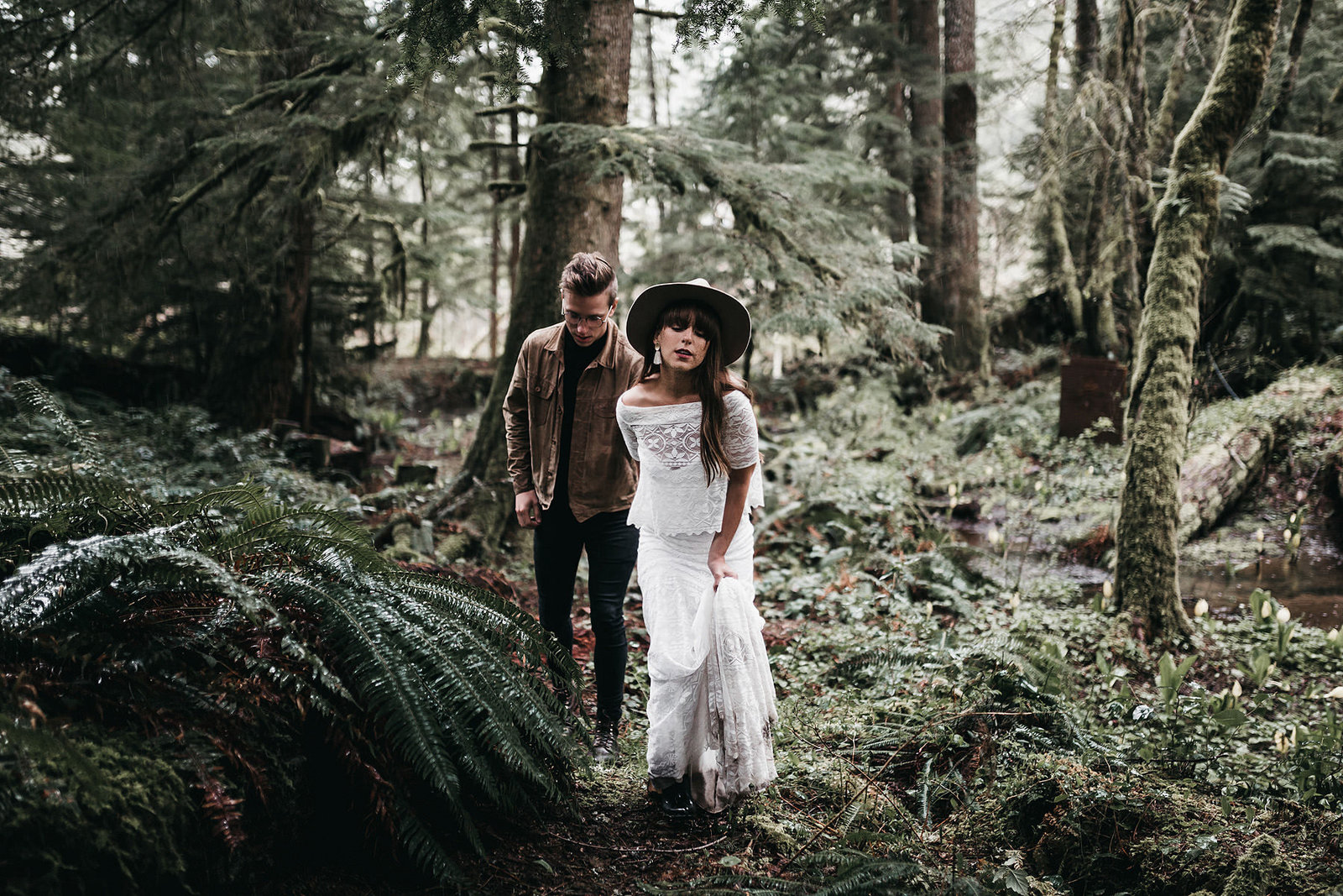 white-magazine-athena-camron-seattle-oregon-wedding-photography-woodlands-house-boho-elopement-inspiration-57