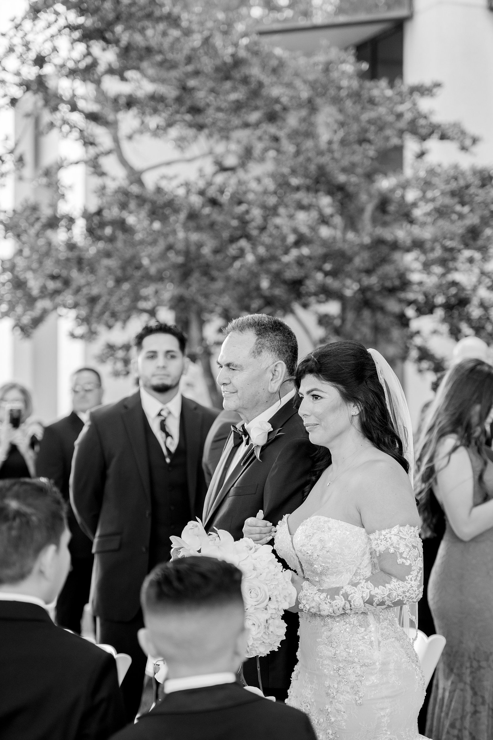 Bride walking down the aisle with dad | Orlando wedding photographer