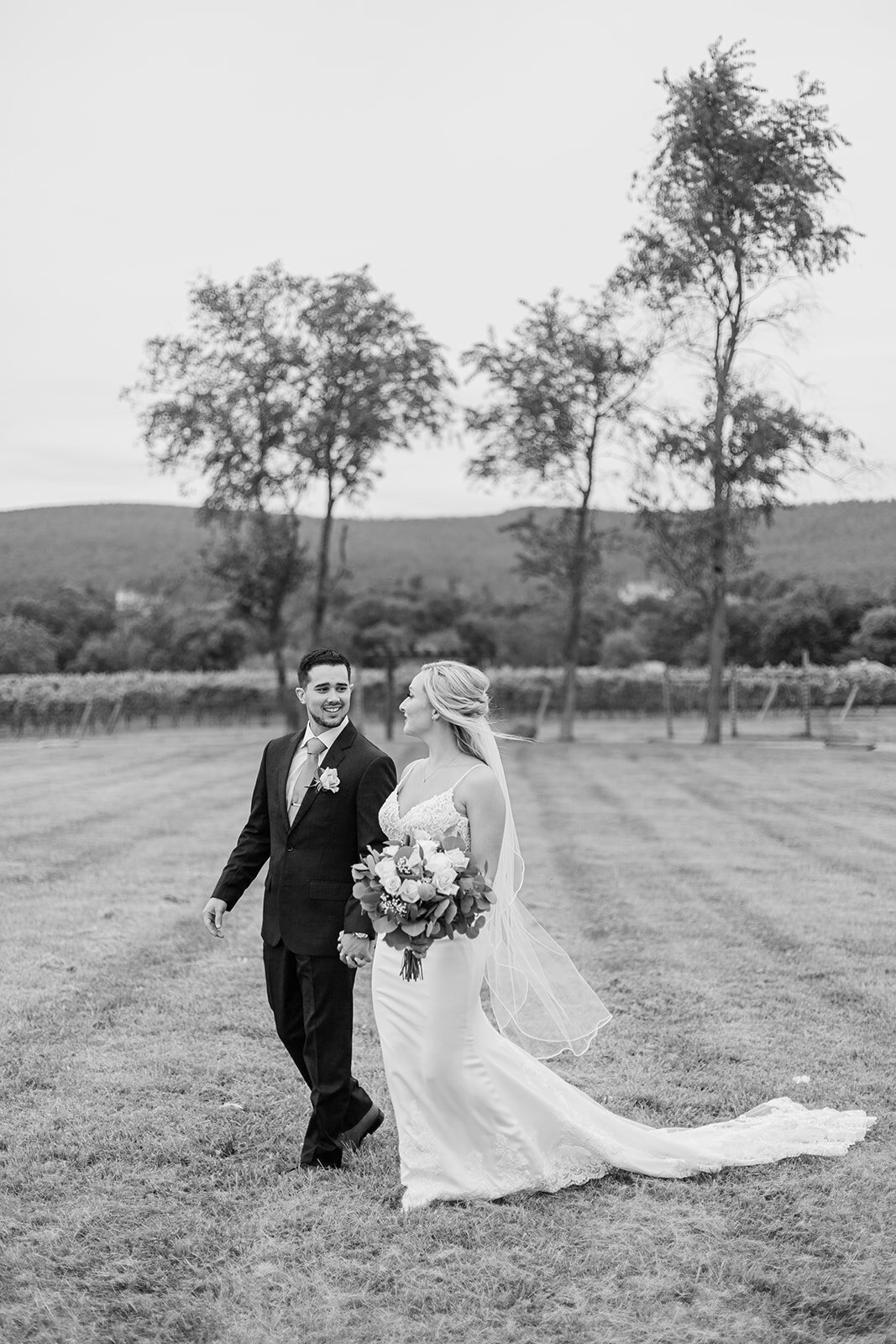 Holly&Jon_KaleroVineyard_Wedding_08212020_KelseyMariePhotography-5334