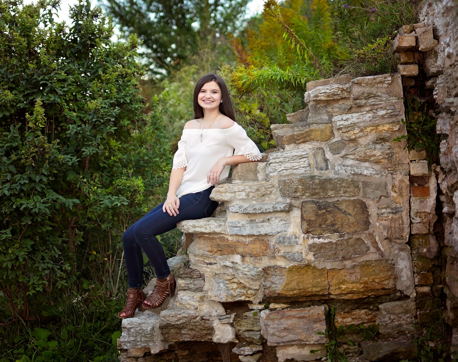 Senior Portraits of girl, Photographer in Senior Portrait Photographer in Savannah, GA