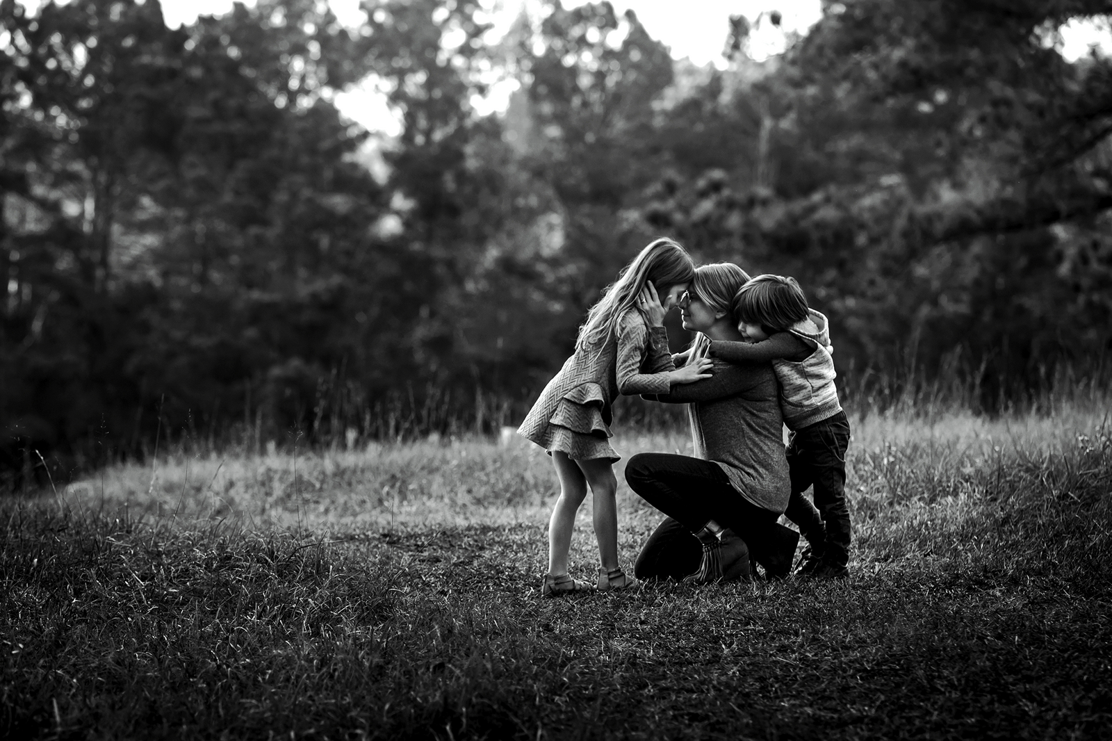 ker-fox-photography,-neely,-mother-and-children-in-field,_30159778