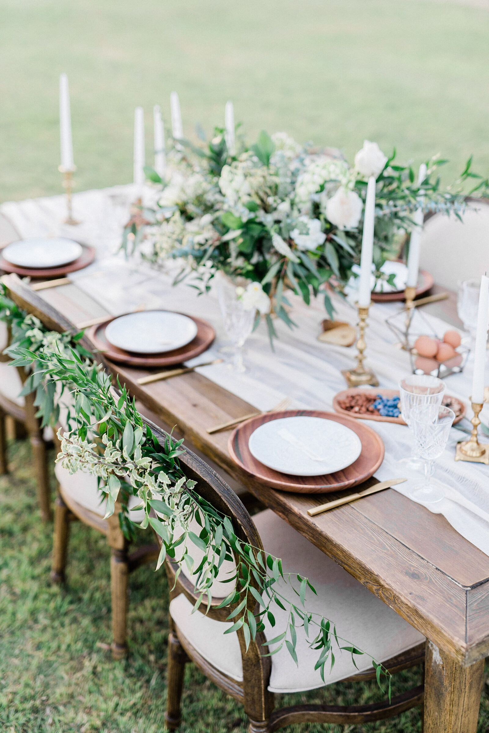 wedding-florist-phoenix-chair-greenery
