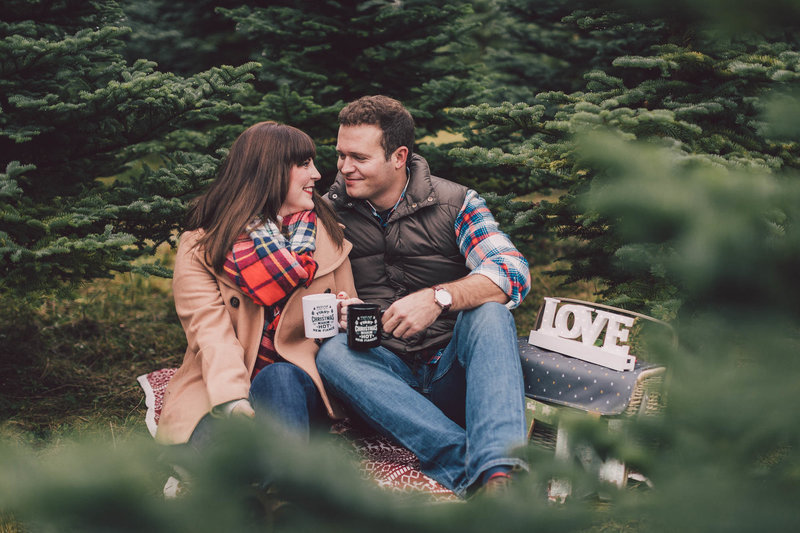 pilchuck-valley-christmas-tree-farm-engagement-lum_dd0ba57e02409b052110e6fba2aee487