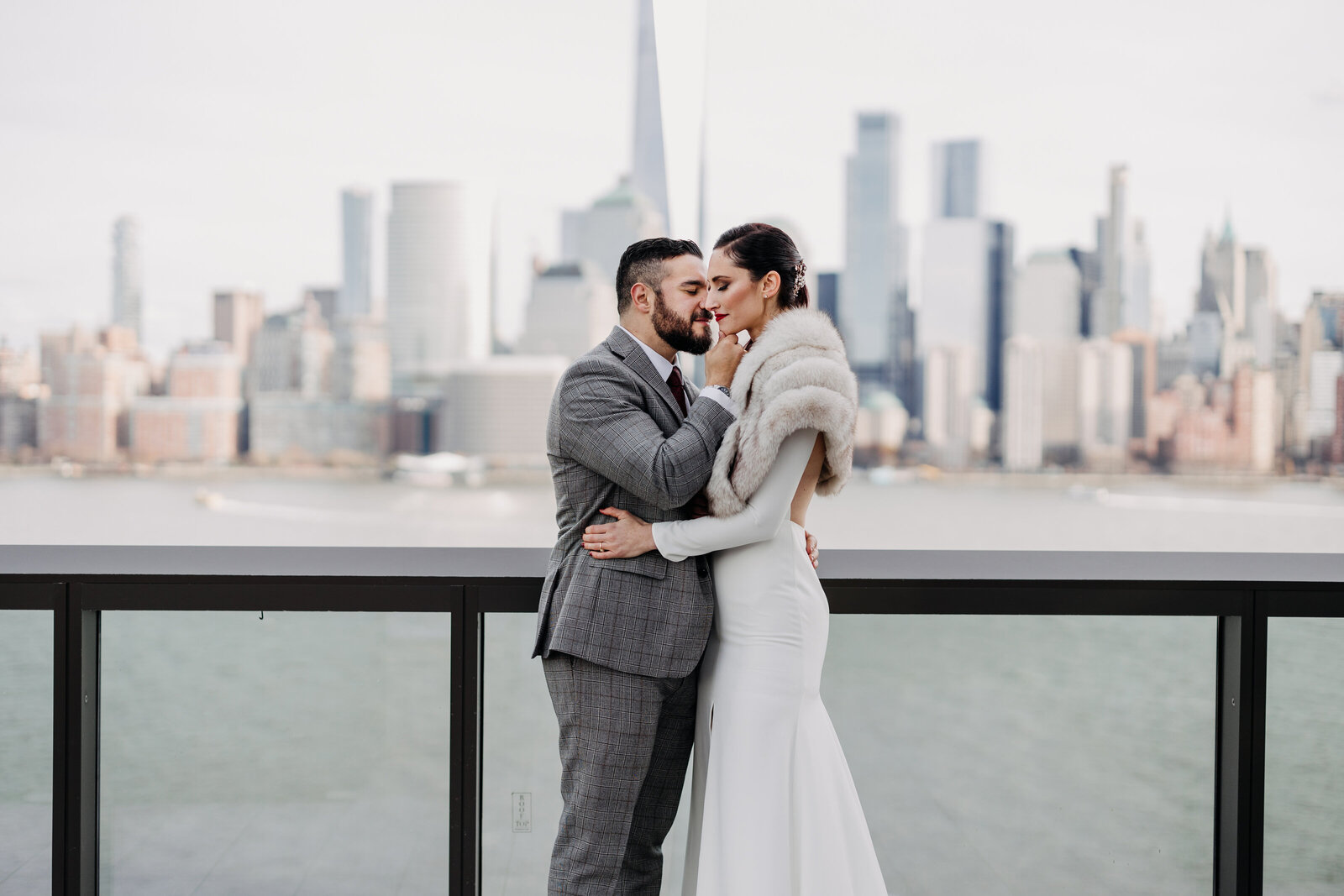 bride and groom nyc skyline