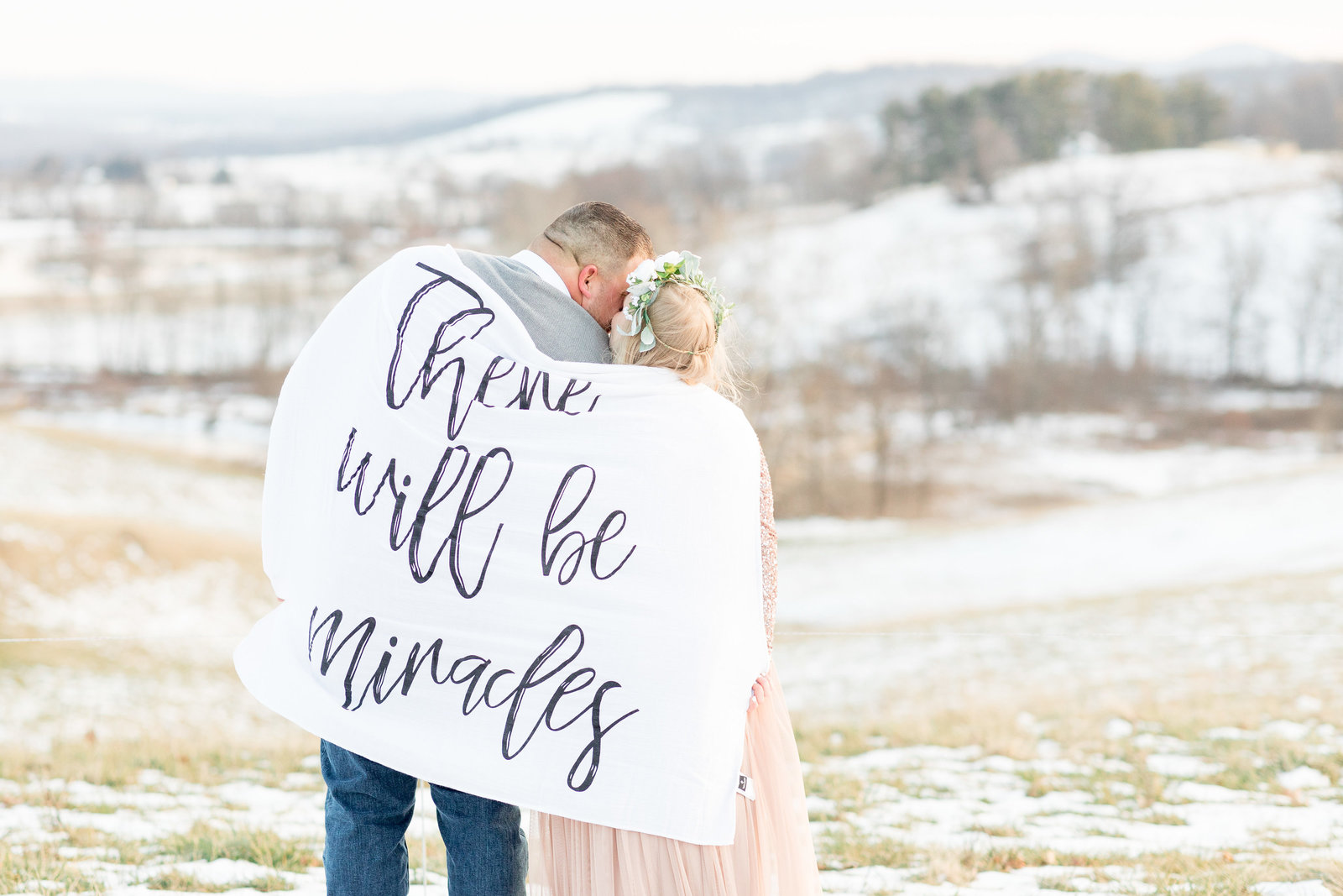 jess-dereck-snowy-winter-maternity-photo-session-020