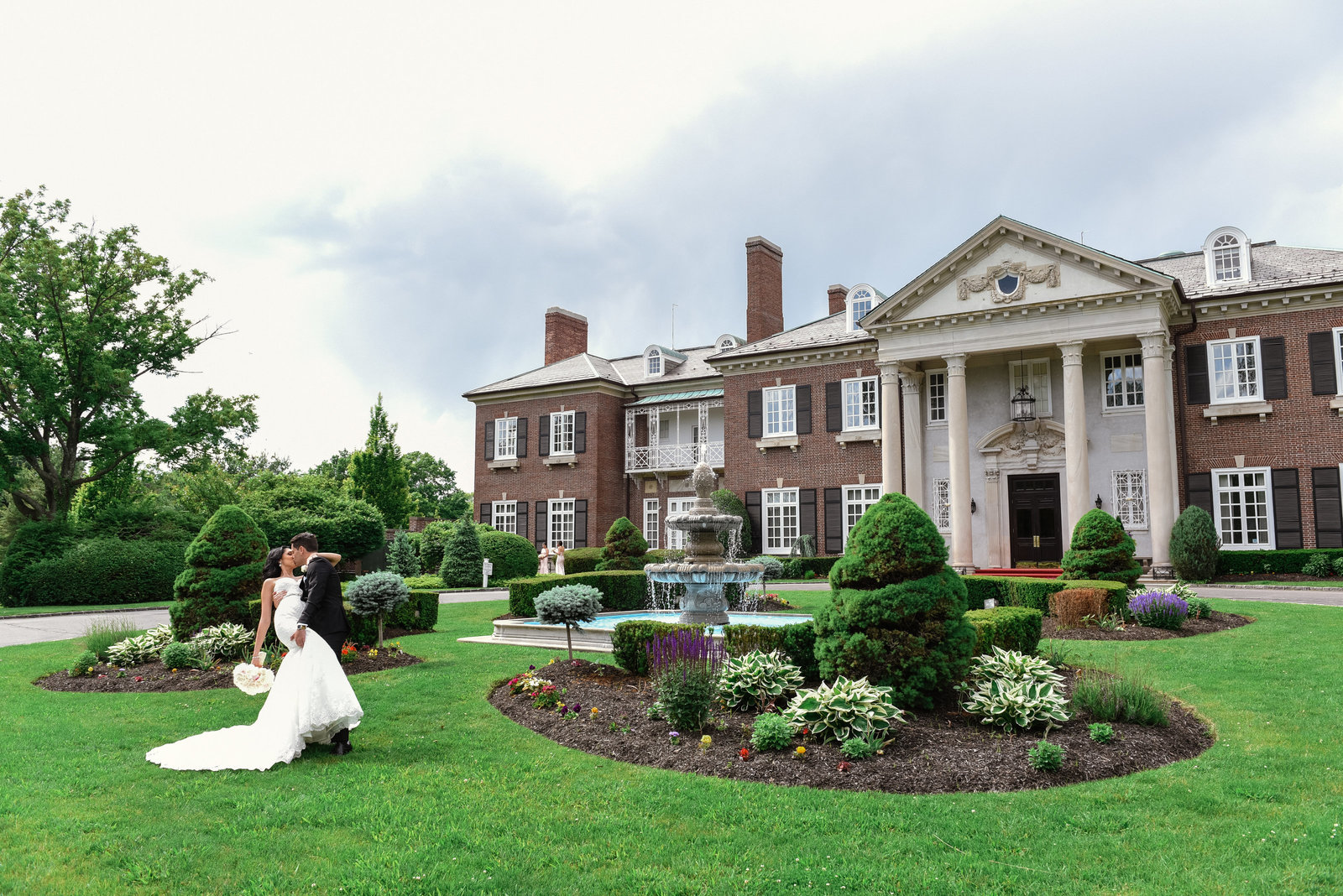 Bride and groom kissing at Glen Cove Mansion