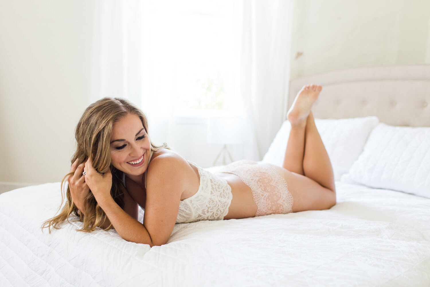 boudoir picture of woman in lingerie on bed