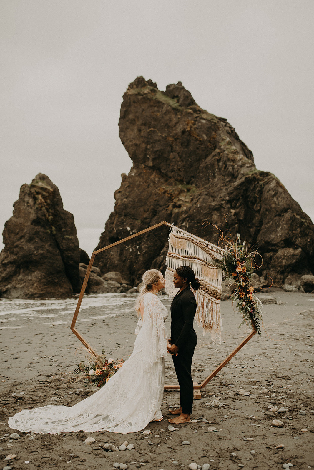 Ruby_Beach_Styled_Elopement_-_Run_Away_with_Me_Elopement_Collective_-_Kamra_Fuller_Photography_-_Ceremony-35