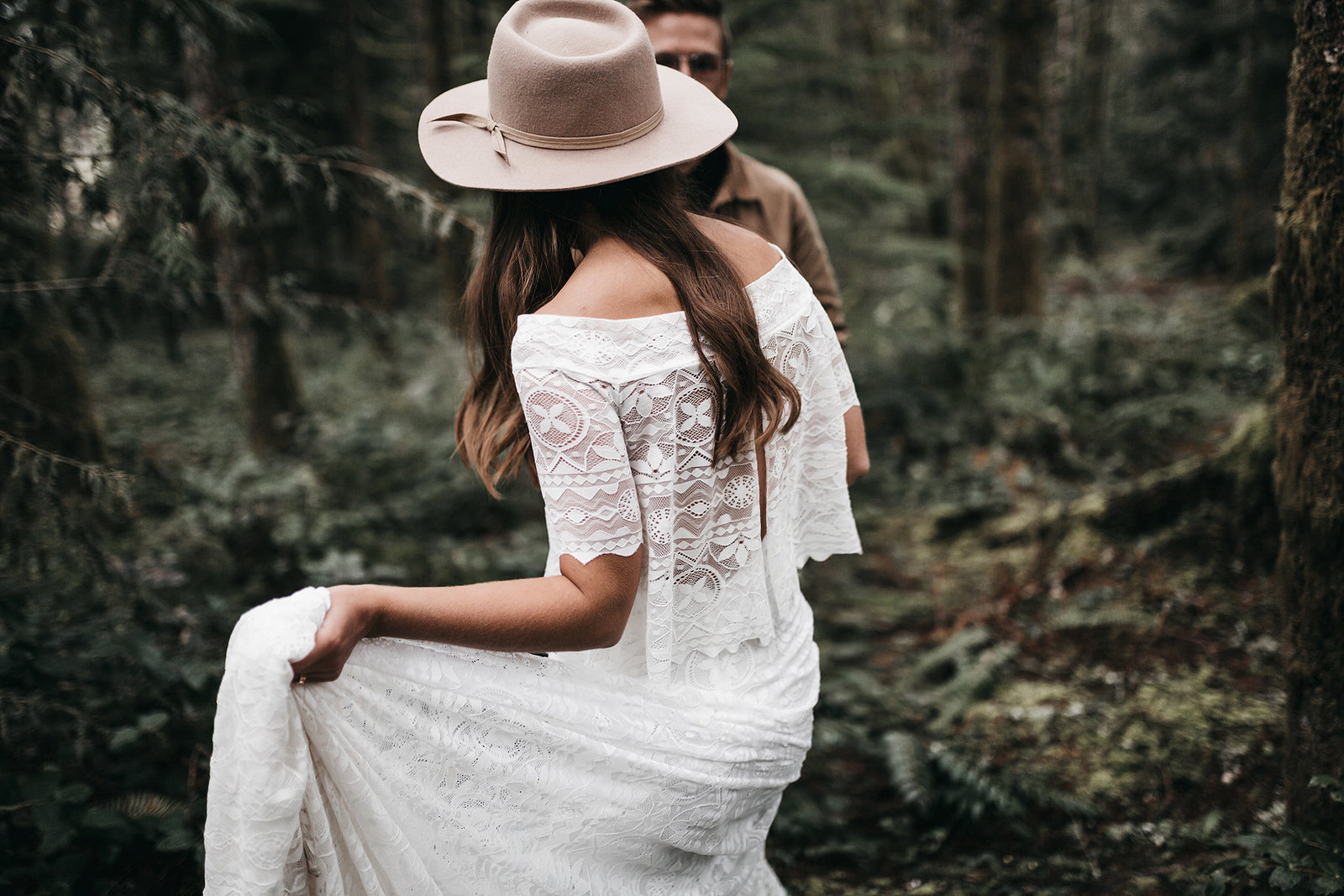 white-magazine-athena-camron-seattle-oregon-wedding-photography-woodlands-house-boho-elopement-inspiration-51