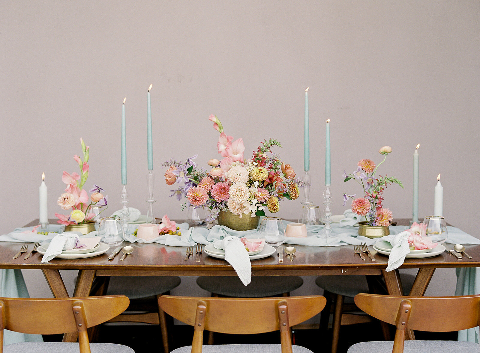 Colorful-wedding-table-flowers