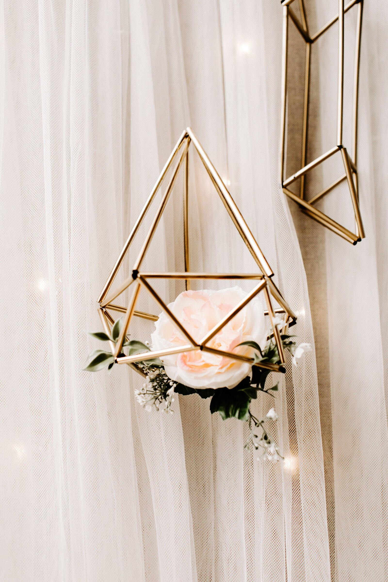 Decorative-Gold-Geometric-Floral-Holder