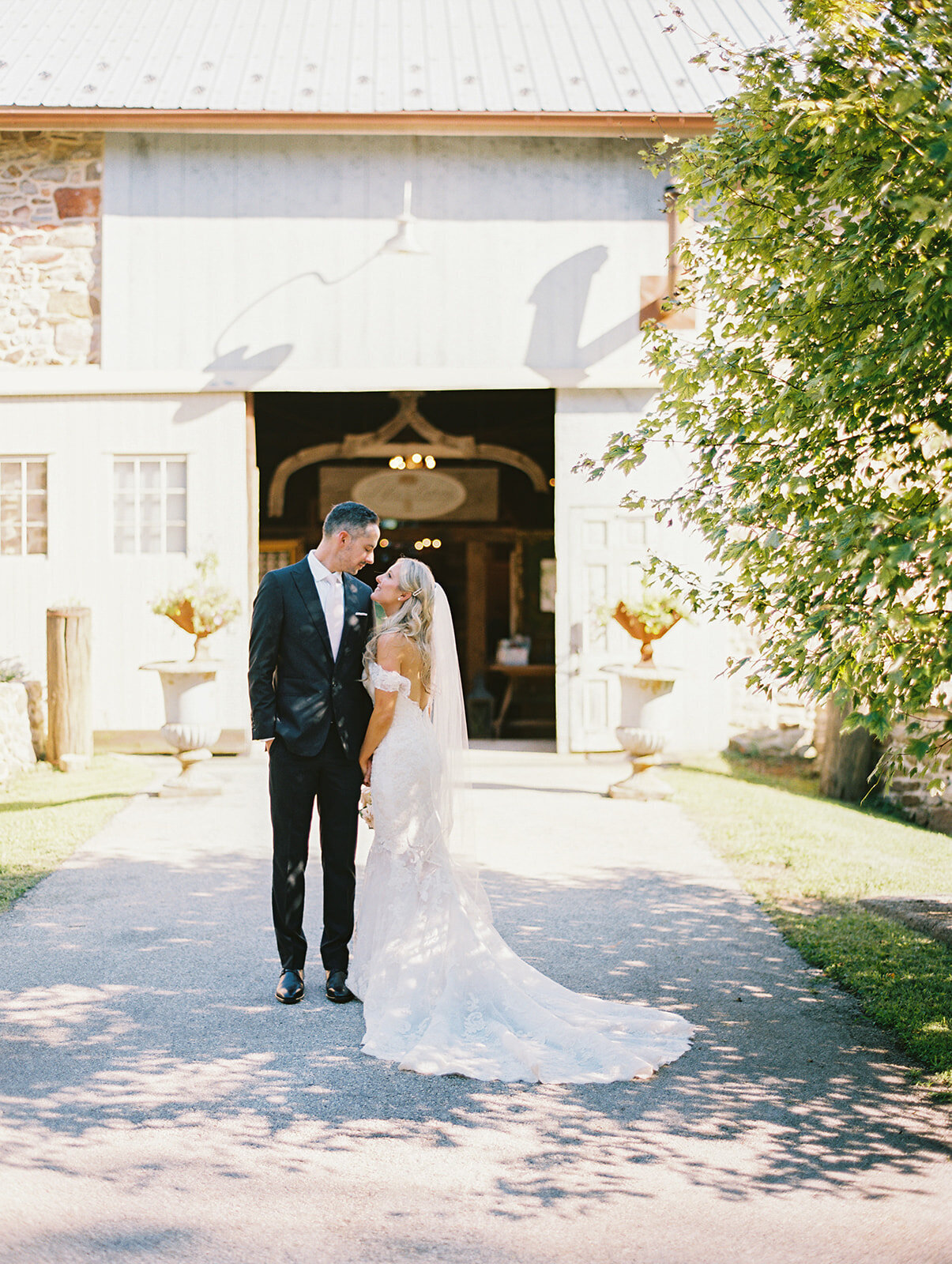 du_soleil_photographie_life'spatina_willowbrook_farm_wedding_christine_david_bride_groom_1st_look-99_websize
