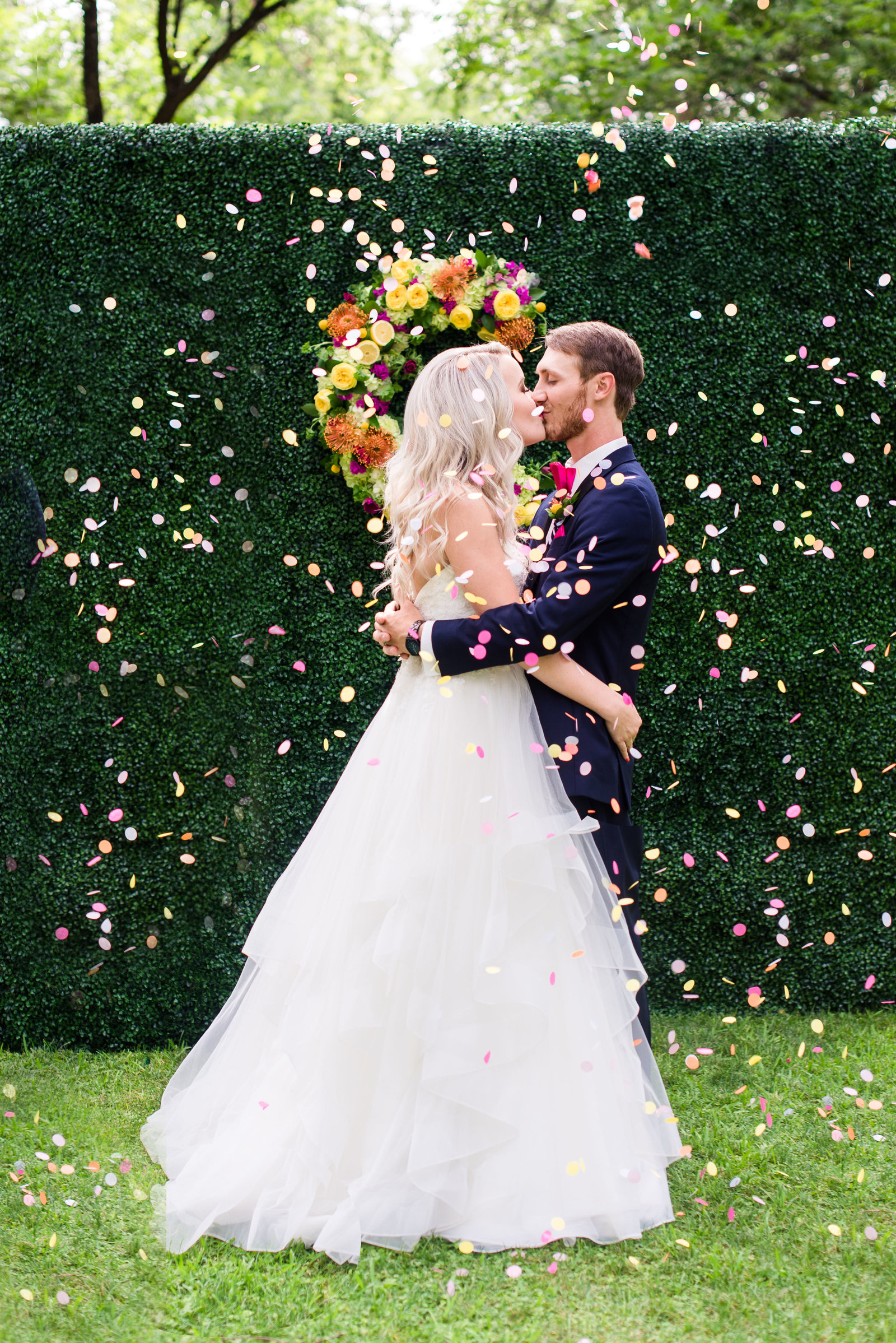 confetti-wedding-photo
