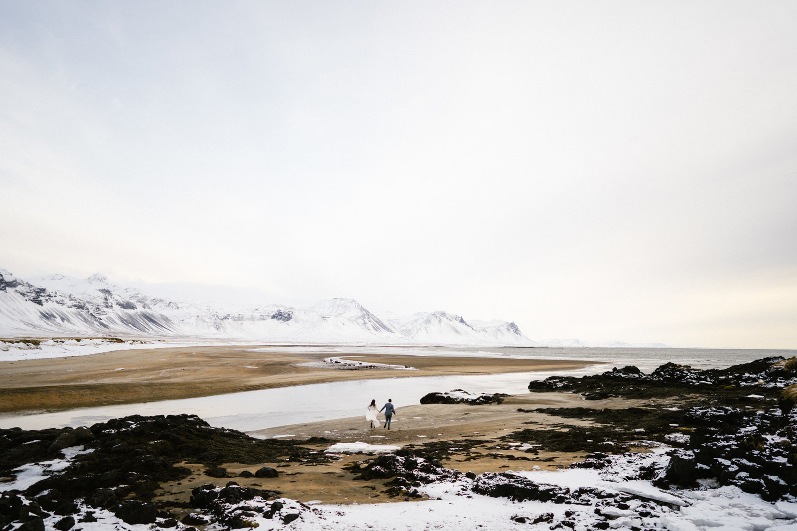 WiandaBongenPhotography_Sanne_Stevie_Iceland_Elopement+Black_Church_Budir-378
