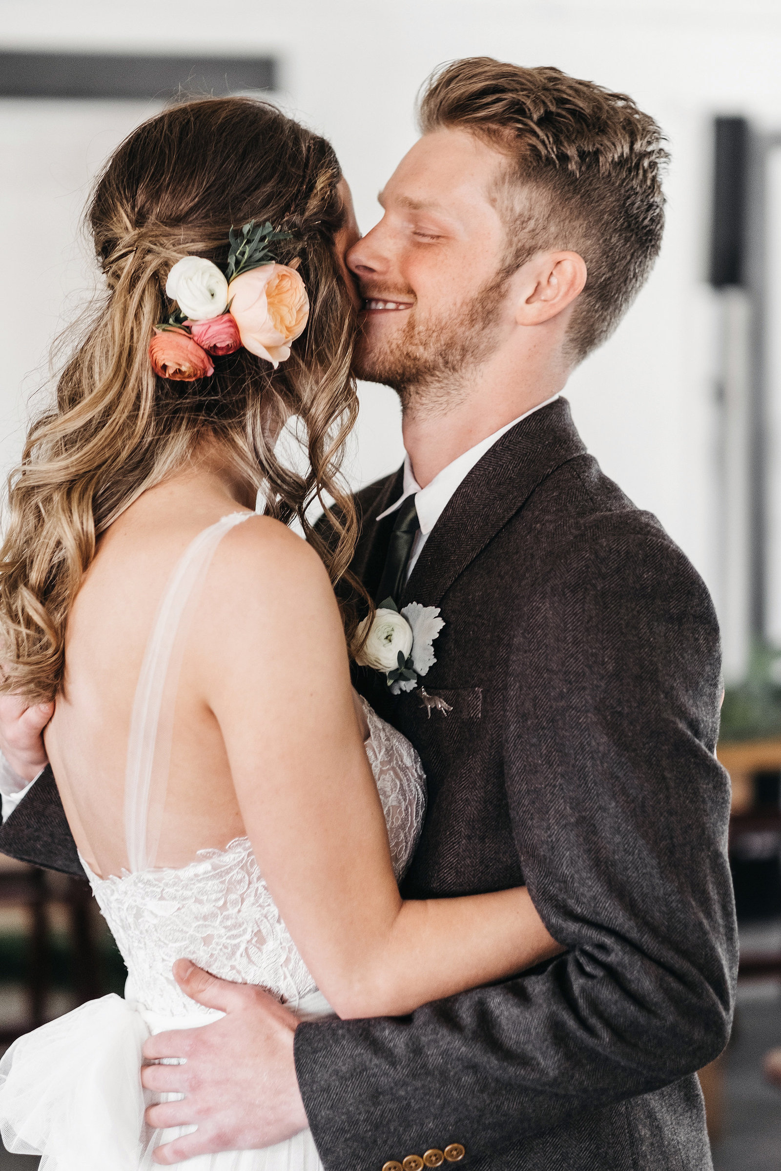 athena-and-camron-seattle-wedding-photographer-dairyland-snohomish-rustic-barn-wedding-flowers-styling-inspiration-lauren-madison-26