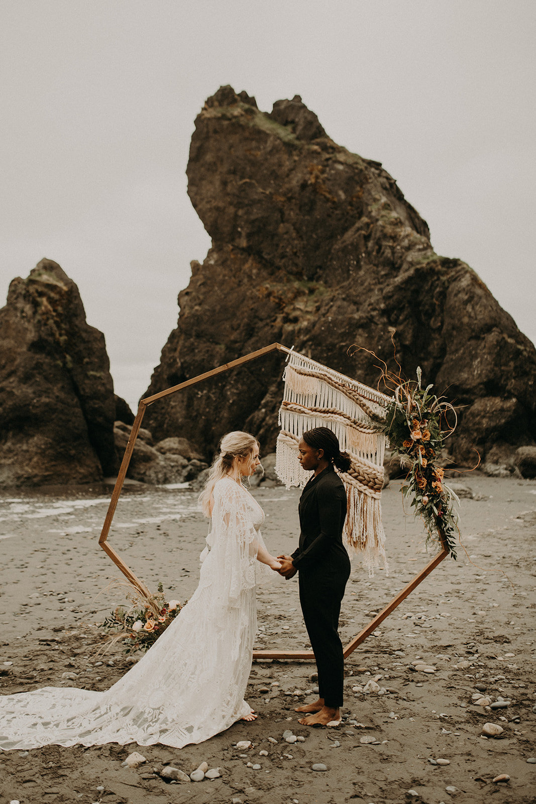 Ruby_Beach_Styled_Elopement_-_Run_Away_with_Me_Elopement_Collective_-_Kamra_Fuller_Photography_-_Ceremony-1