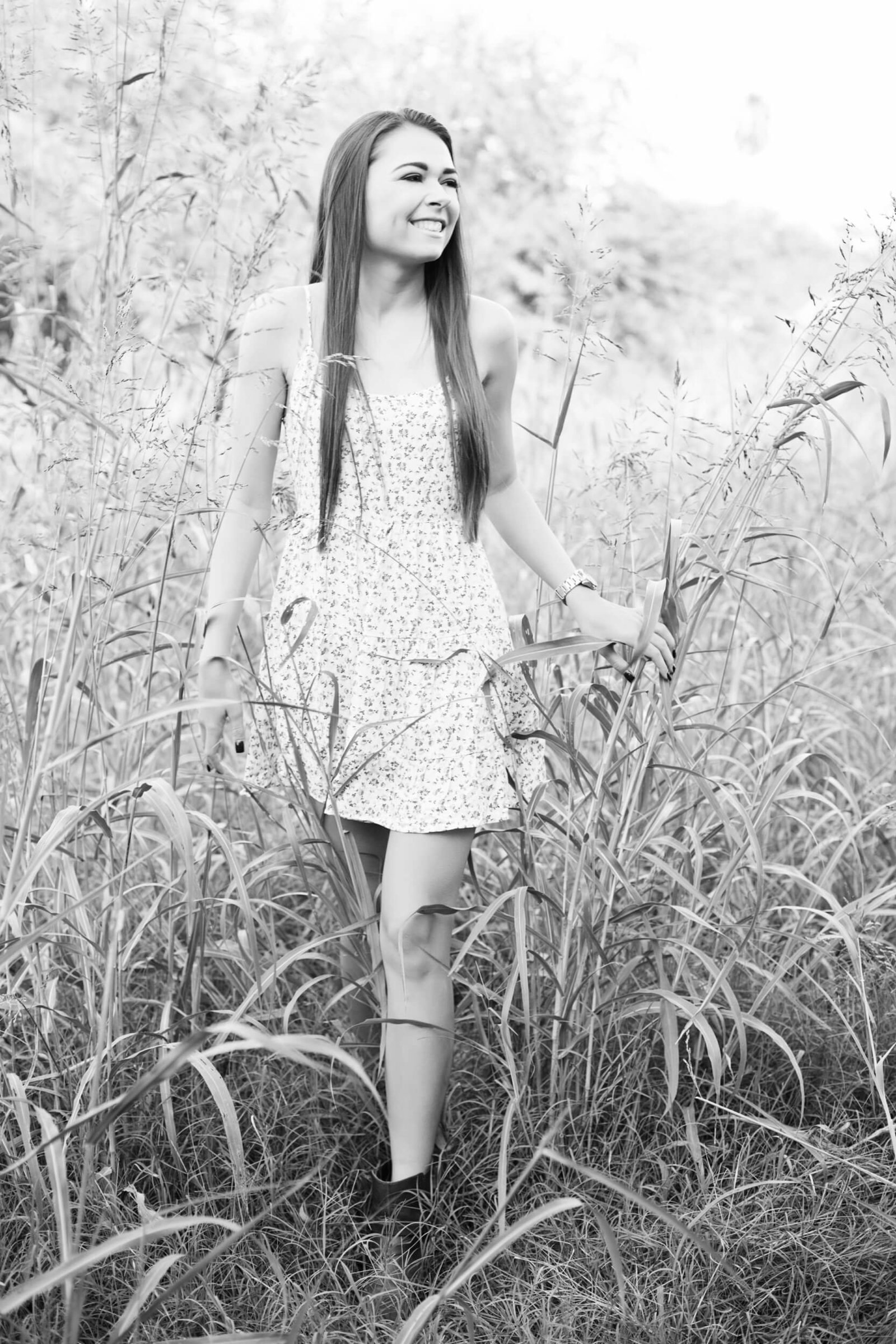 outdoor countryside senior girl photography