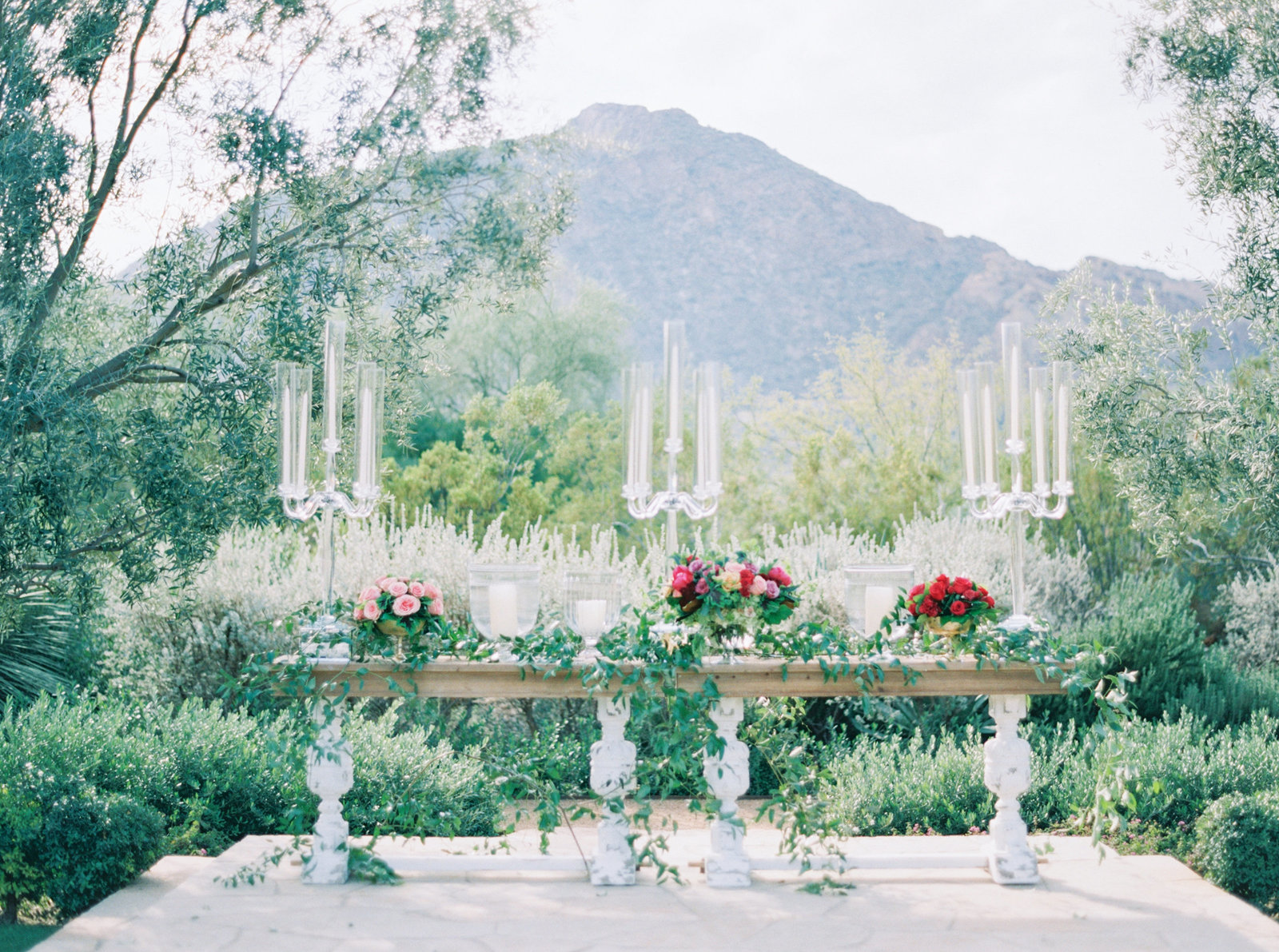 El chorro lodge El chorro wedding Lincoln road Paradise valley wedding Scottsdale wedding Flower studio Glamour and wood Celebrations in paper Melissa jill Stephanie fay photography Ruze cake house La tavola linens