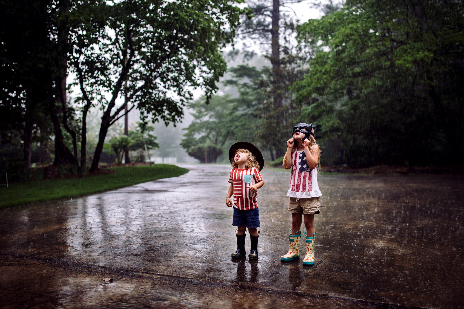 family photographer, columbus, ga, atlanta, documentary, photojournalism, kids playing rain, catching raindrops_7799