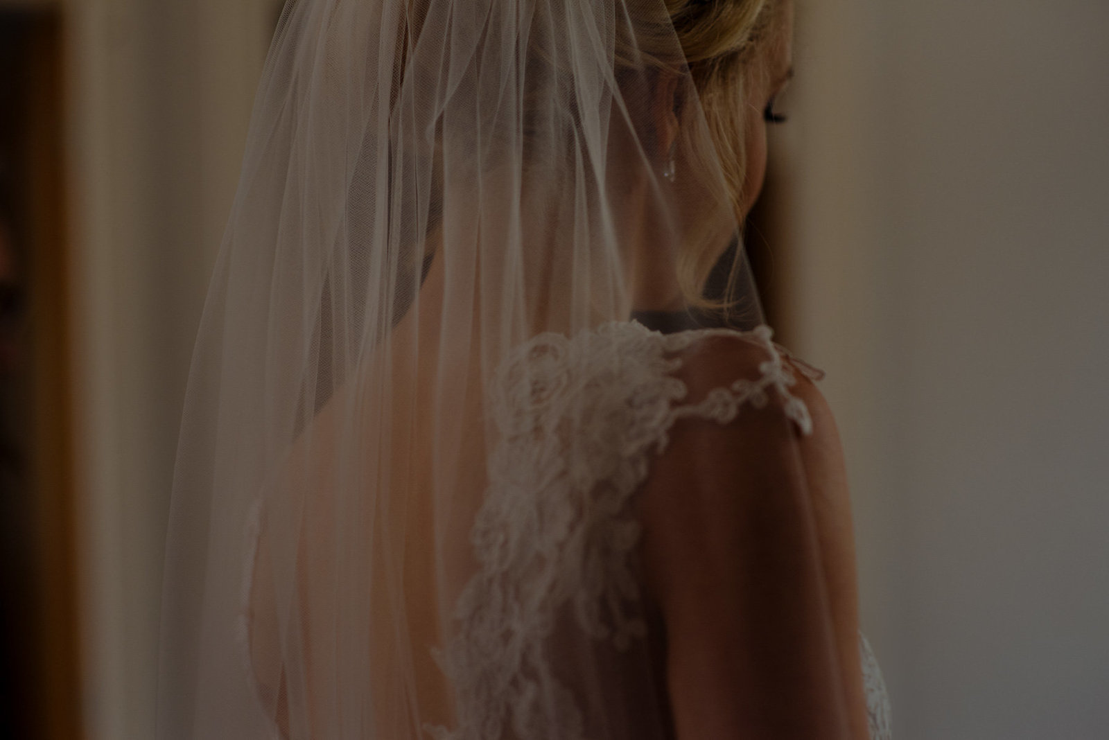 Bride in lace dress with veil. Wills Marquees yorkshire wedding photographer
