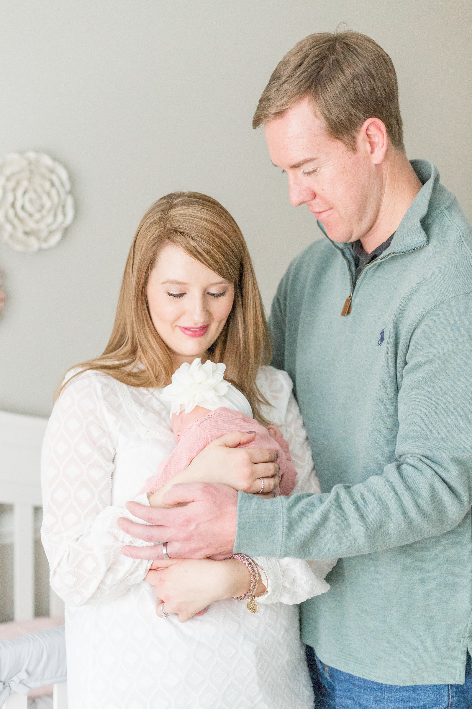 martin-family-lifestyle-in-home-newborn-baby-photo-session-002