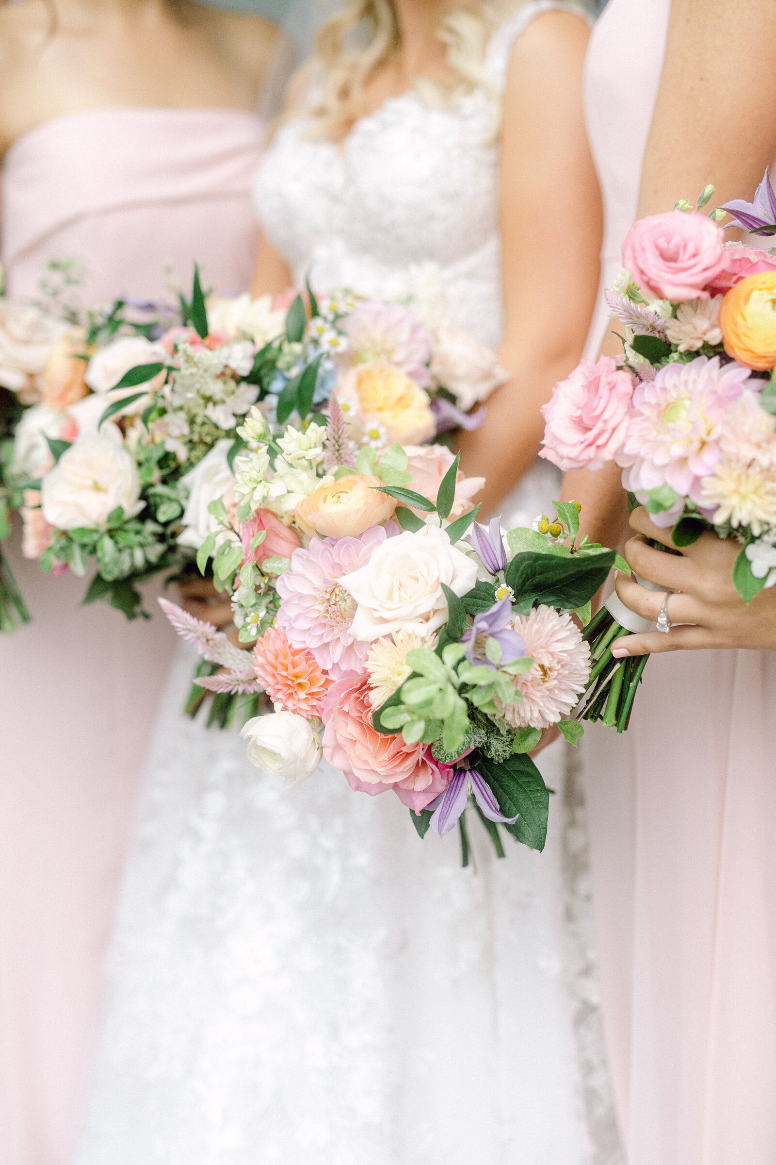 colorful_bridesmaids_bouquets_4