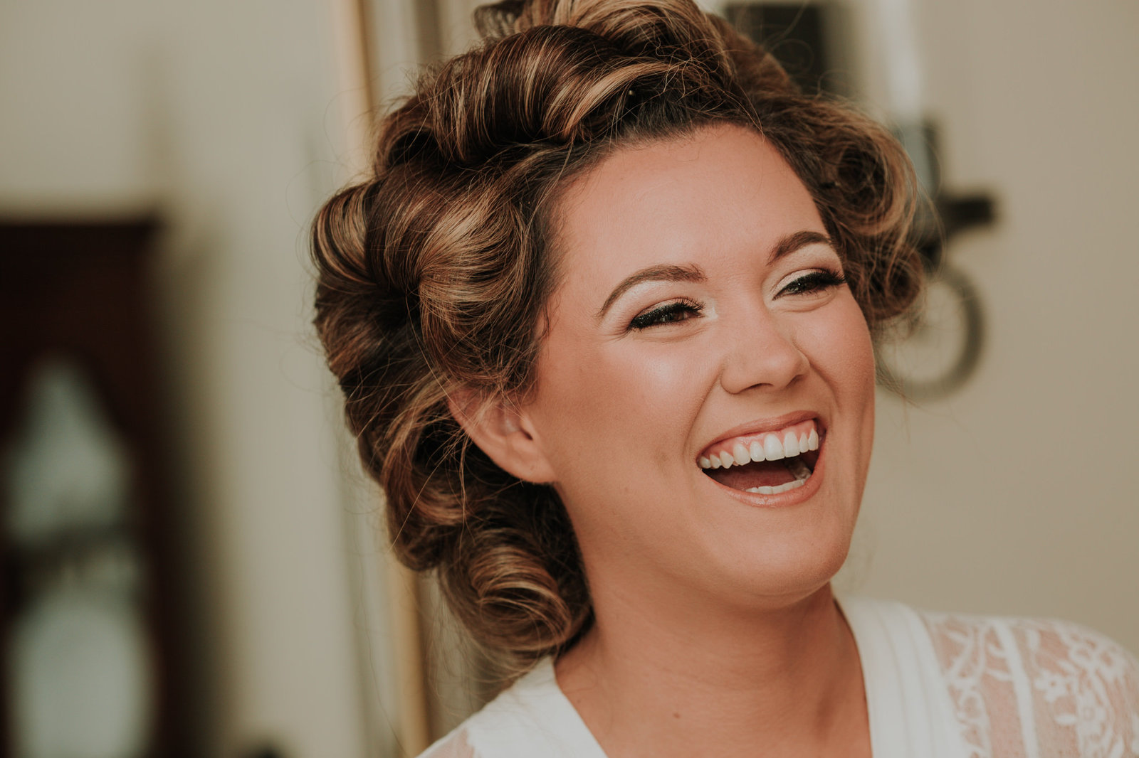 bride gets ready for her wedding in wilmington delaware