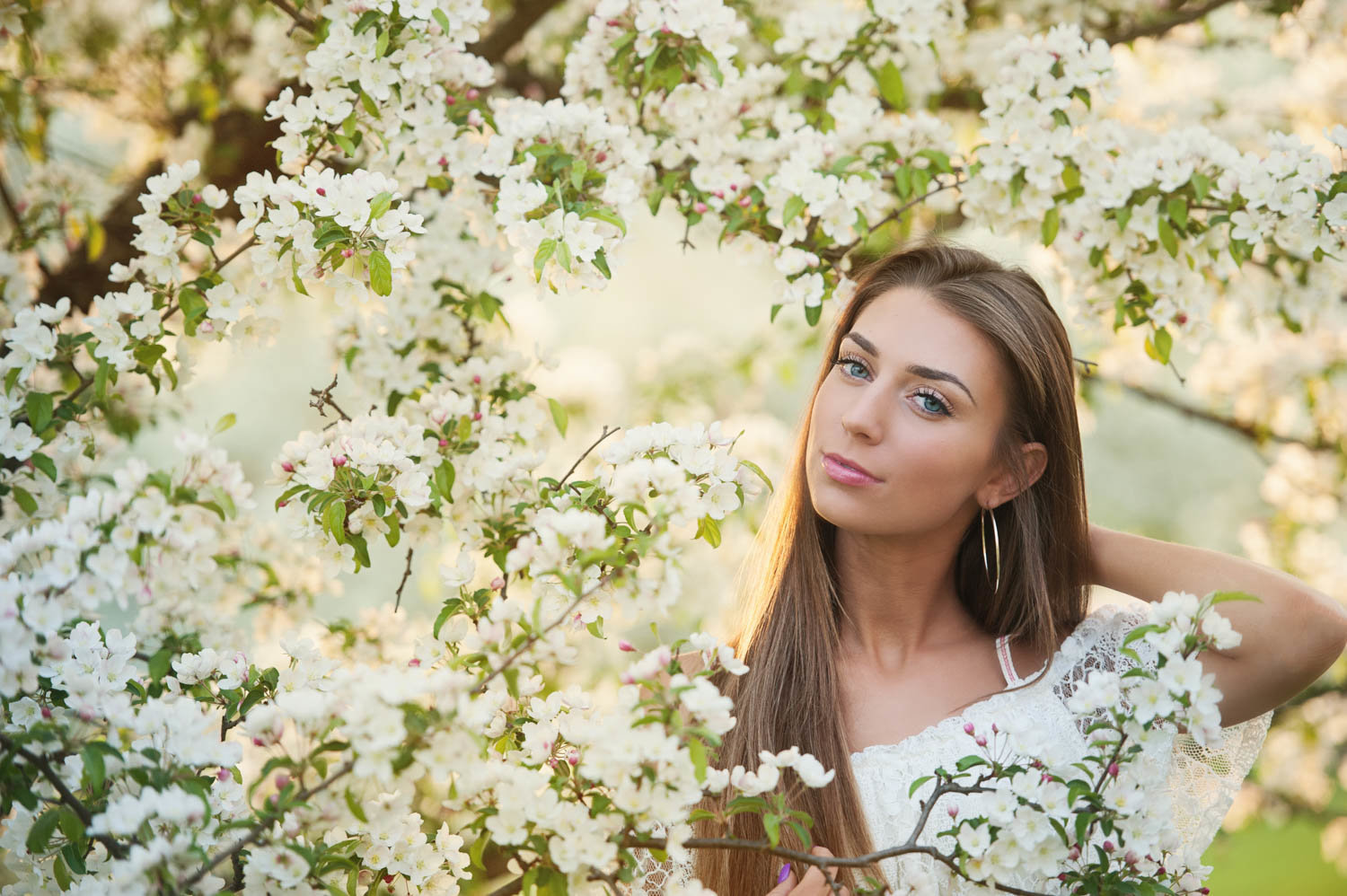 Nature senior picture in MN girl with apple blossoms