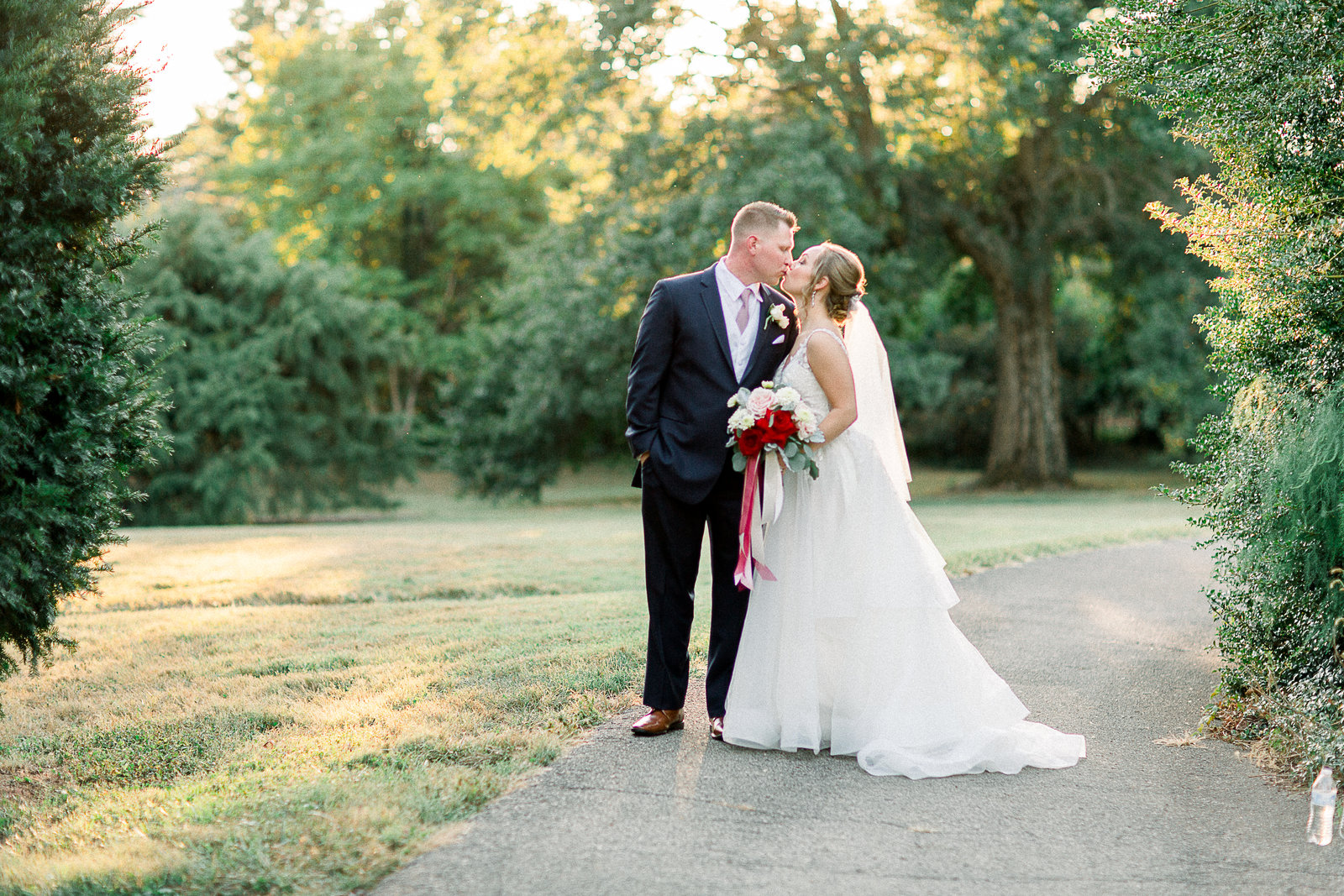 Lizzie Baker Photo_Halle & Ben_Yew Dell Botanical Garden Wedding_Louisville Wedding Photographer-748