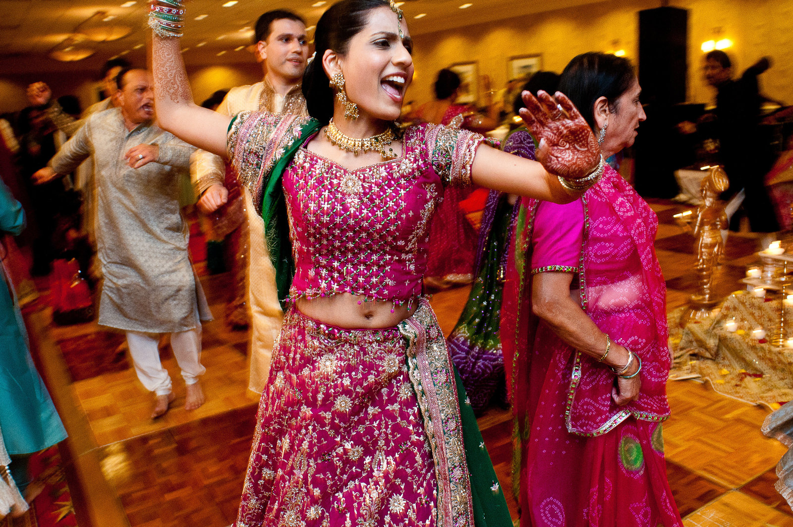 guests dancing at Indian wedding St Louis Pinxit Photo