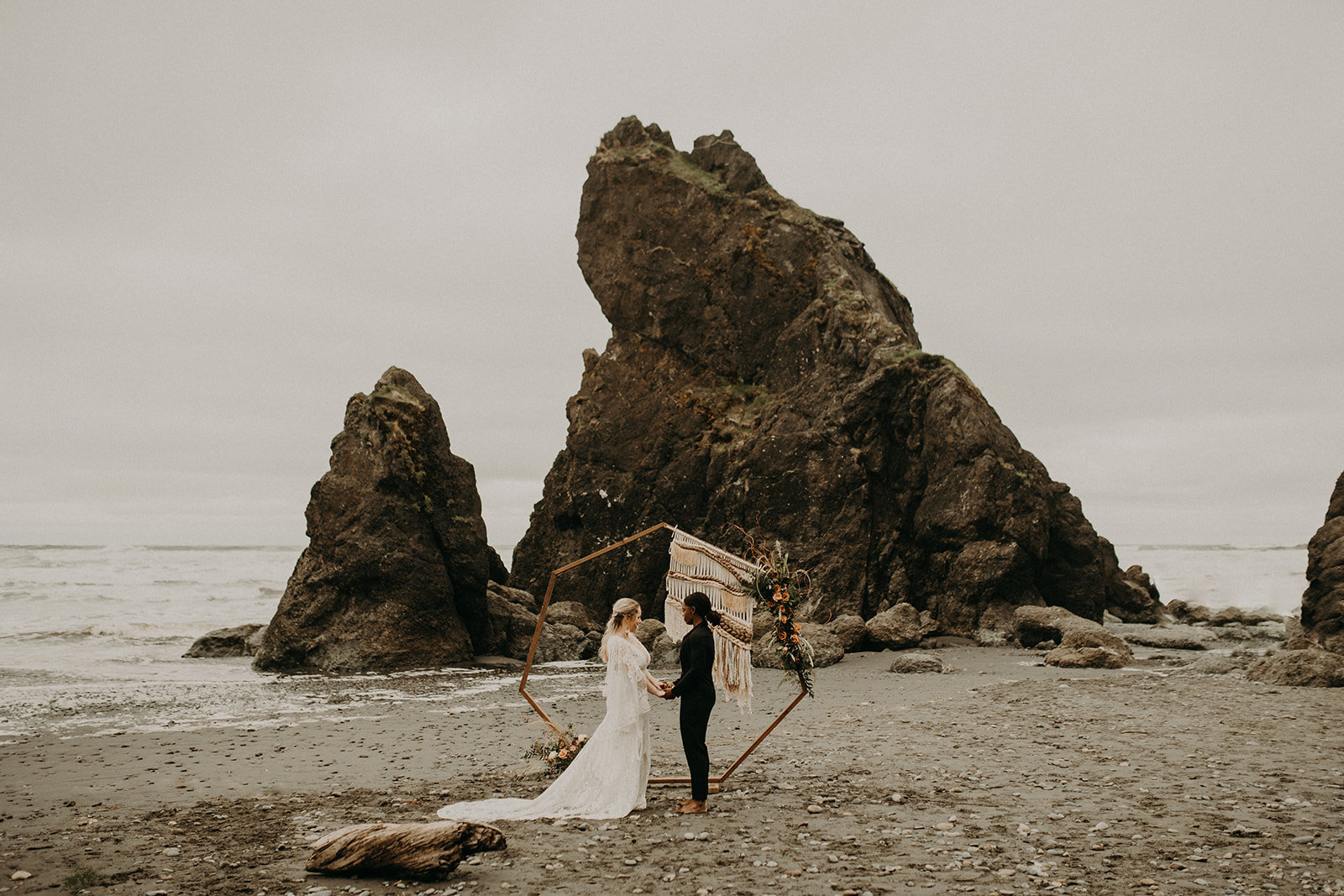 Ruby_Beach_Styled_Elopement_-_Run_Away_with_Me_Elopement_Collective_-_Kamra_Fuller_Photography_-_Ceremony-33