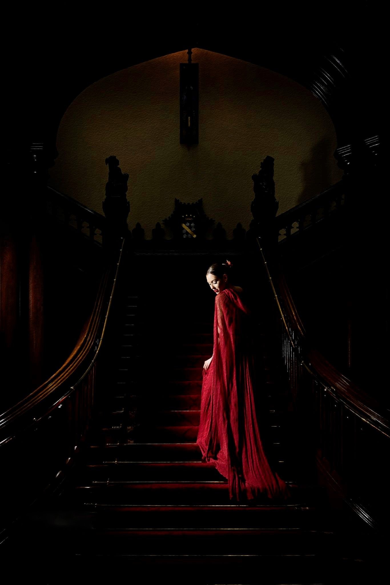 Peitho_red_silk_chiffon_hooded_cloak_JoanneFlemingDesign_SusieQPhoto