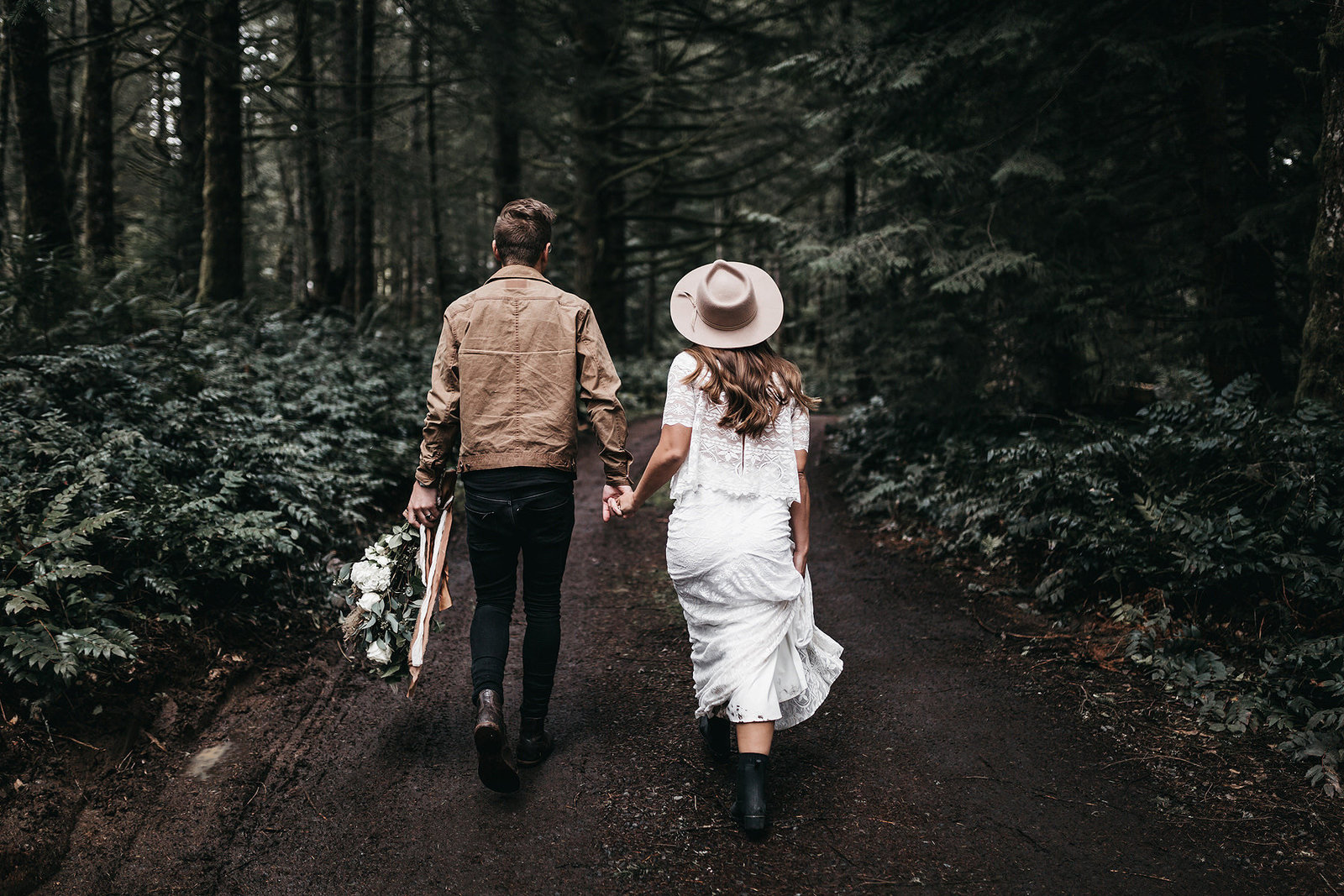white-magazine-athena-camron-seattle-oregon-wedding-photography-woodlands-house-boho-elopement-inspiration-26