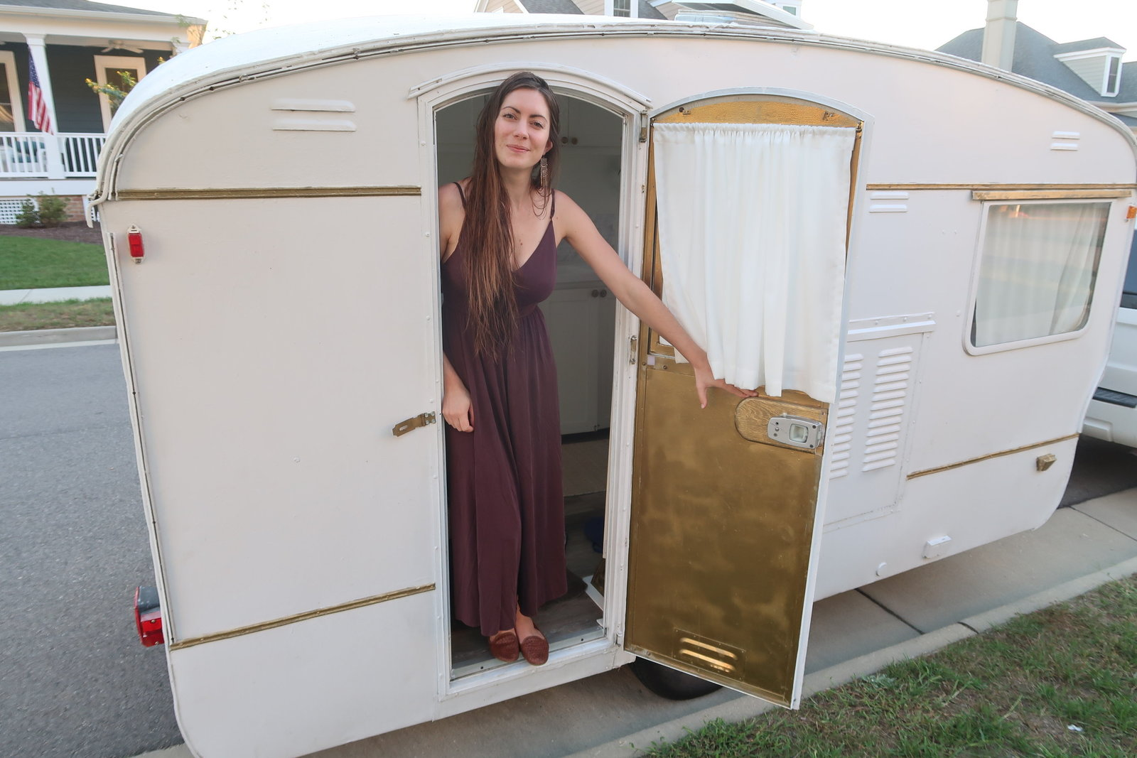 vintage-camper-classic-white-gold-reno-inspirations-ideas-boho-gypsy-hippy-pearl-musician-singer-songwriter-interior1