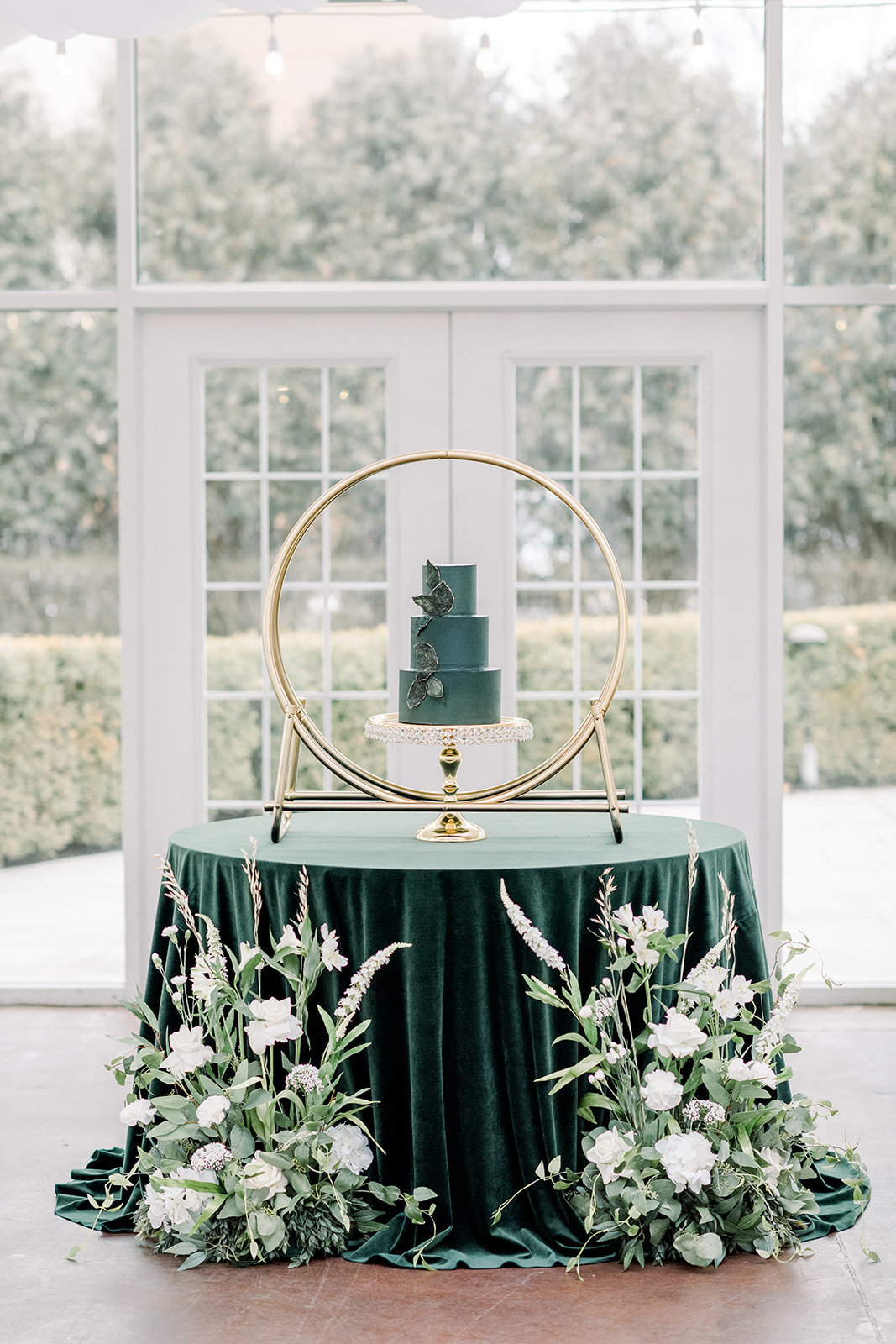 Ritz Charles Emerald Styled Shoot 2020 - Alison Mae Photography - Indianapolis Wedding Photographer-396_websize