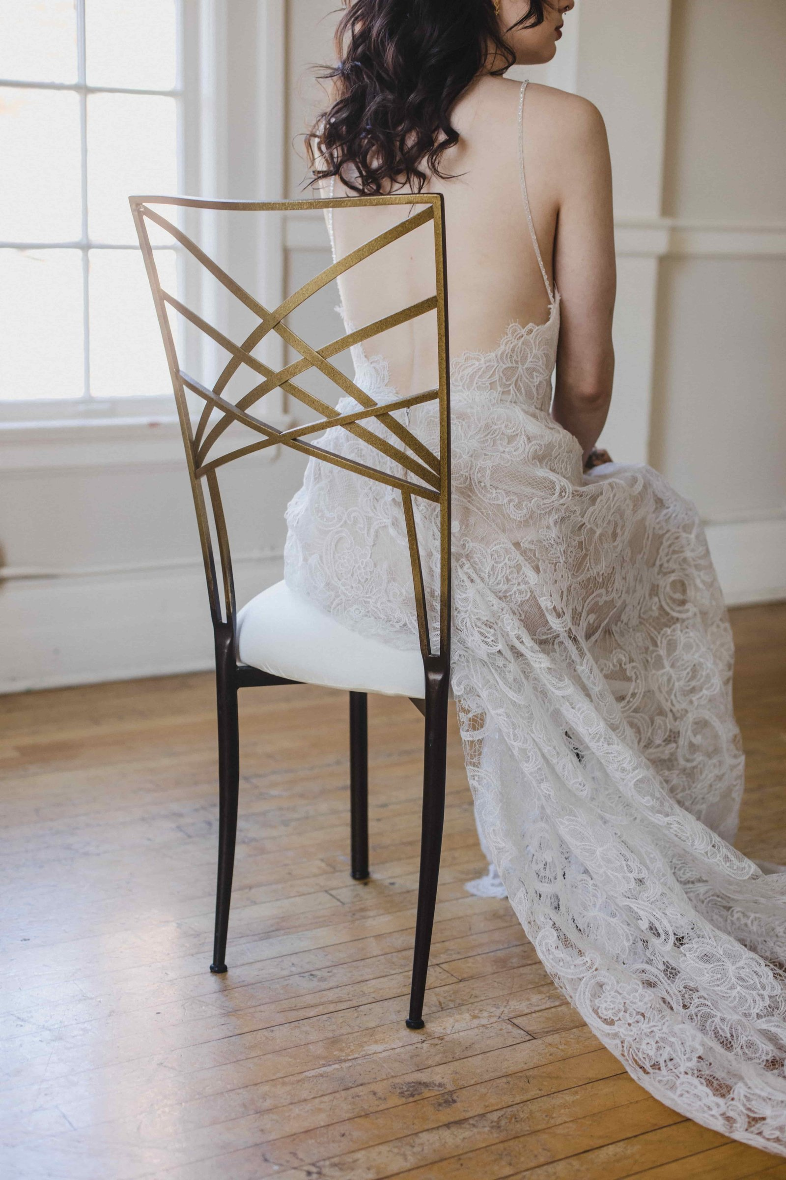 seattle wedding gold chair lace wedding dress-min