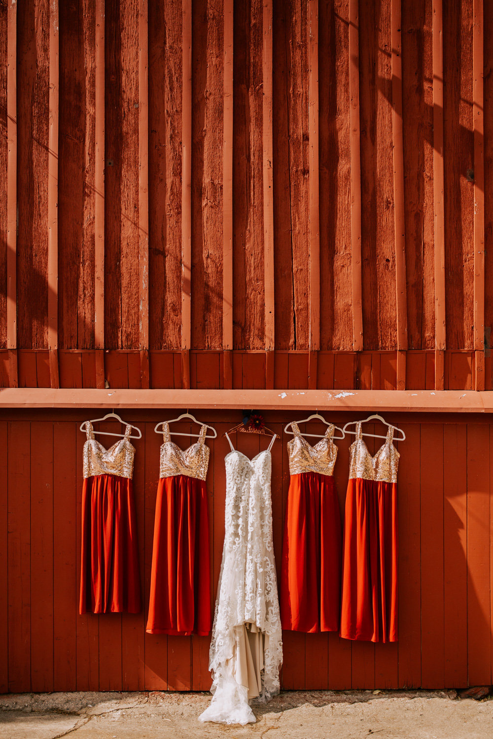 Country-red-barn-wedding-delphi-149