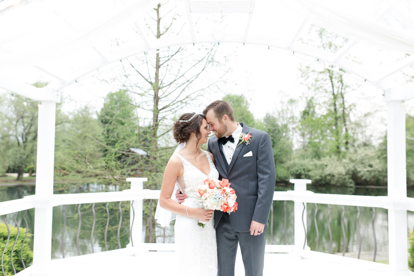 Akron Ohio Wedding Photographers at Country Cottage and Gardens
